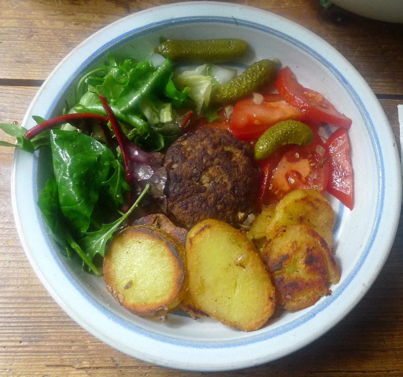 4.11.2013 - Bratkartoffel-Salate-Frikadelle