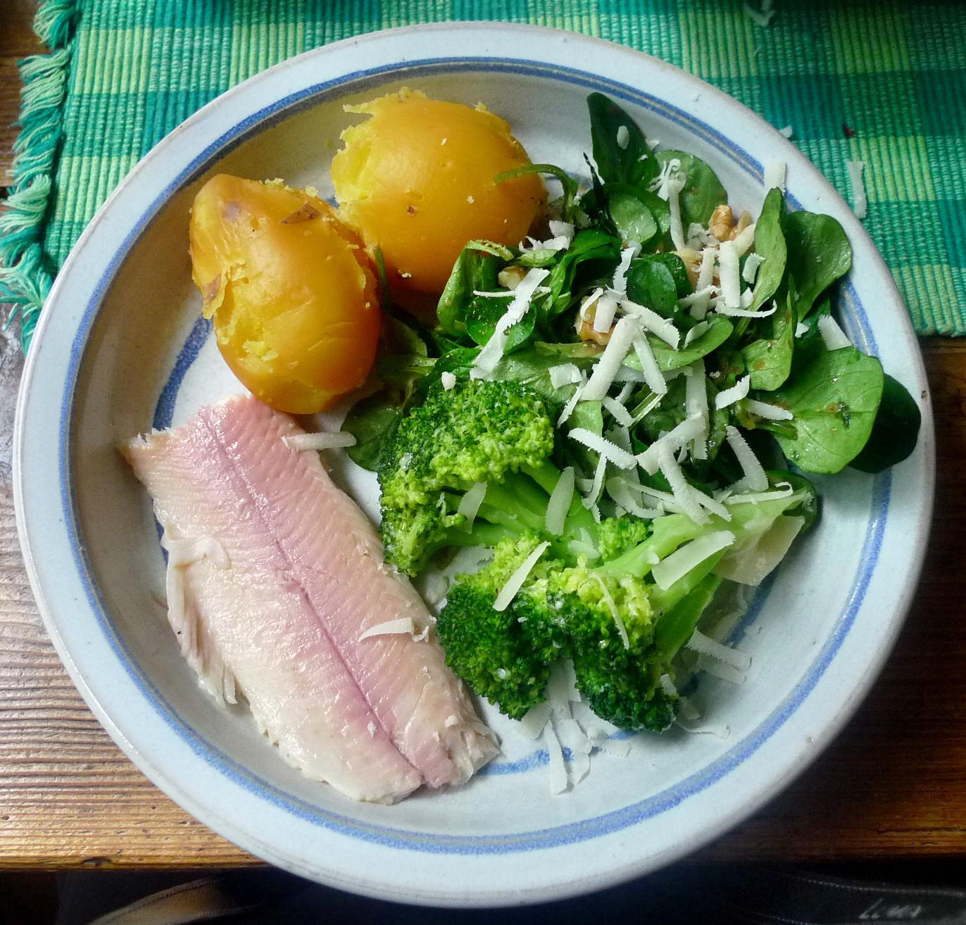 1.11.2013-Feldsalat-Brokkoli-Kartoffel-geräucherte Forelle