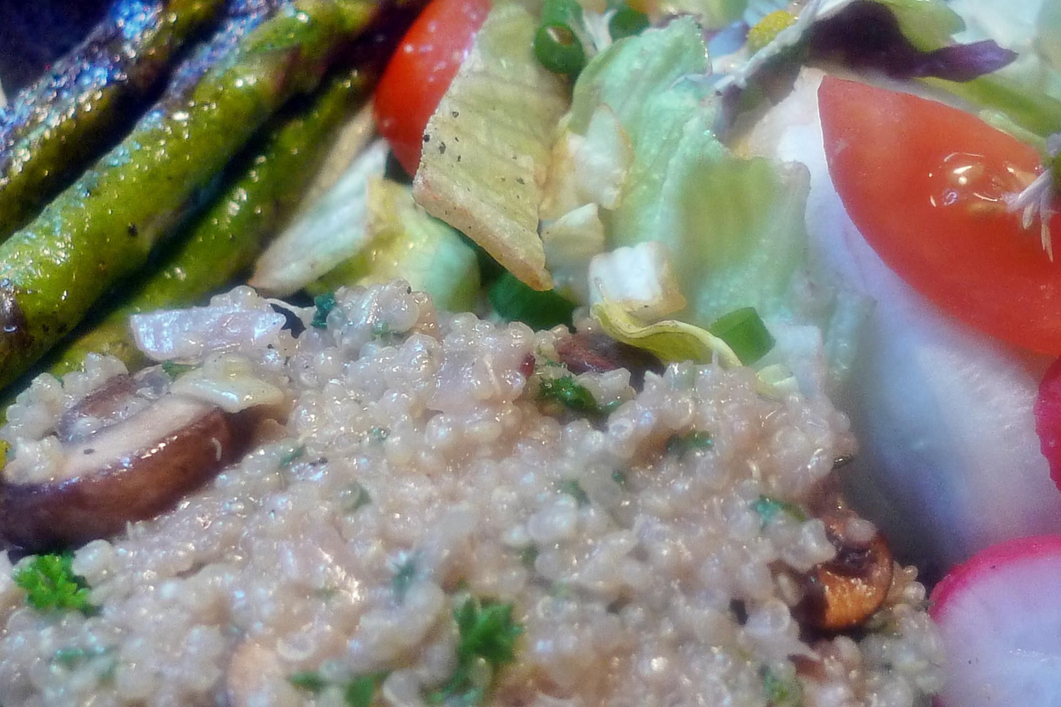 Quinoarisotto mit Pilzen--grüner Spargel-Salat-29.5.2014 (10)
