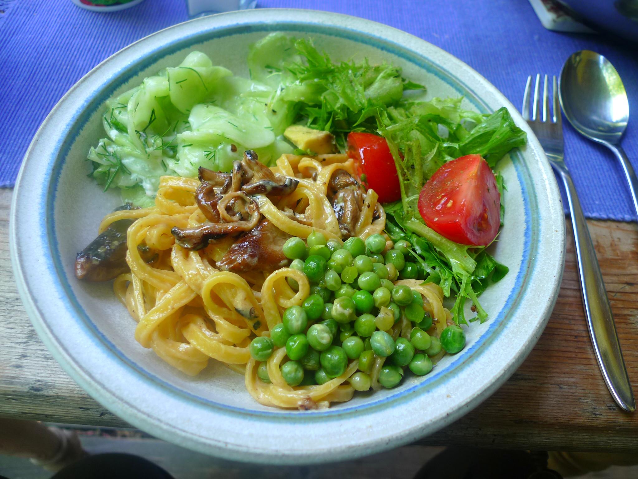 Nudeln-Austernpilze-Erbsen-Salate-3.7.2014 (8)