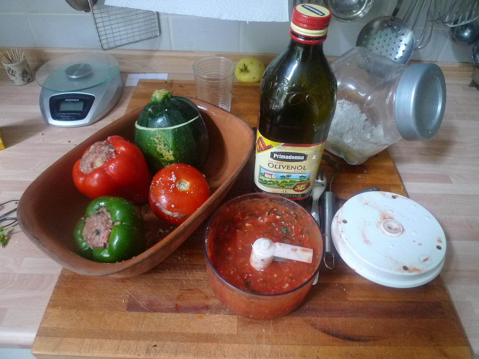 gefüllte Zucchini und Paprika-7.8.14  (15)