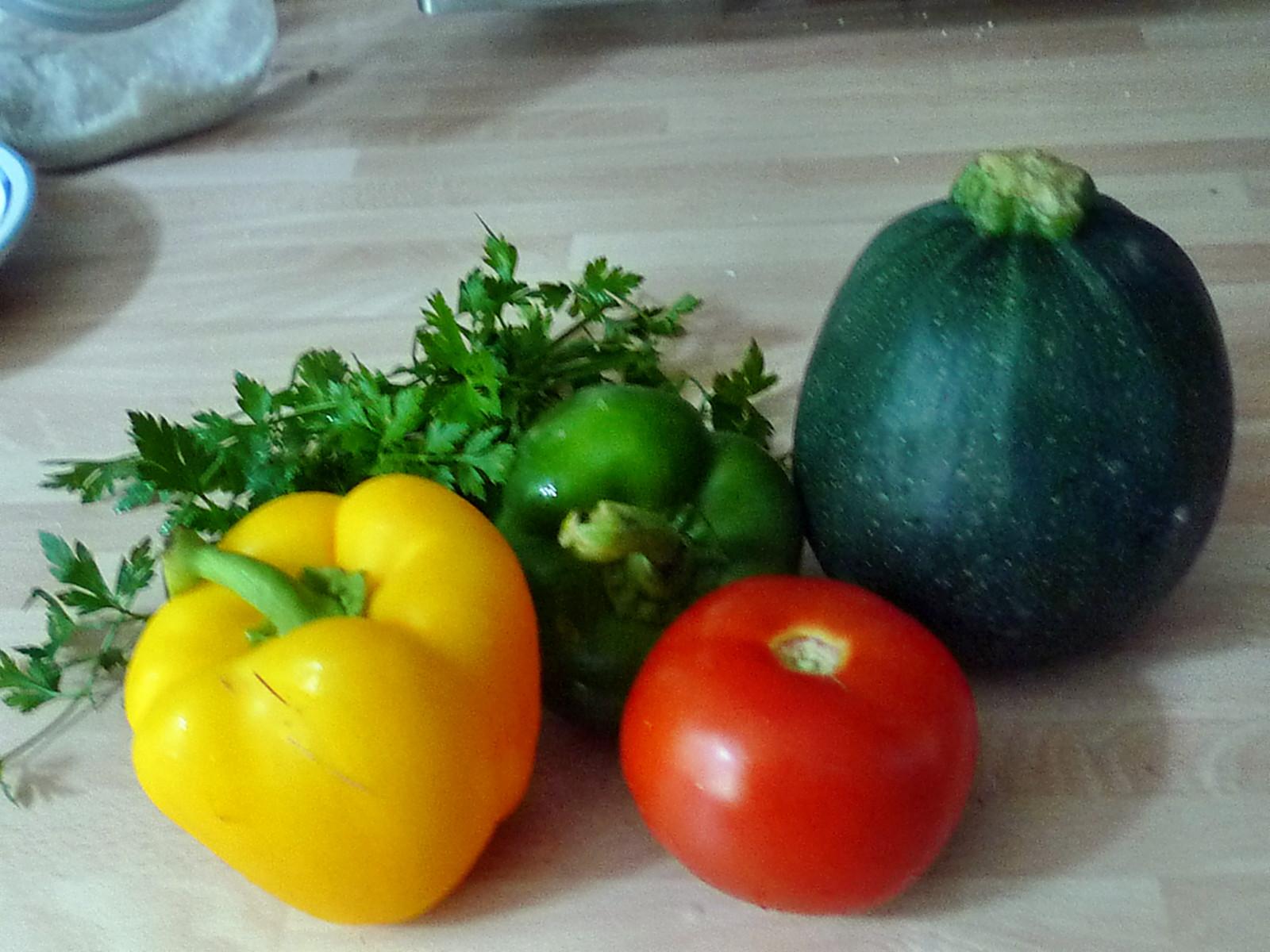 gefüllte Zucchini und Paprika-7.8.14   (4)