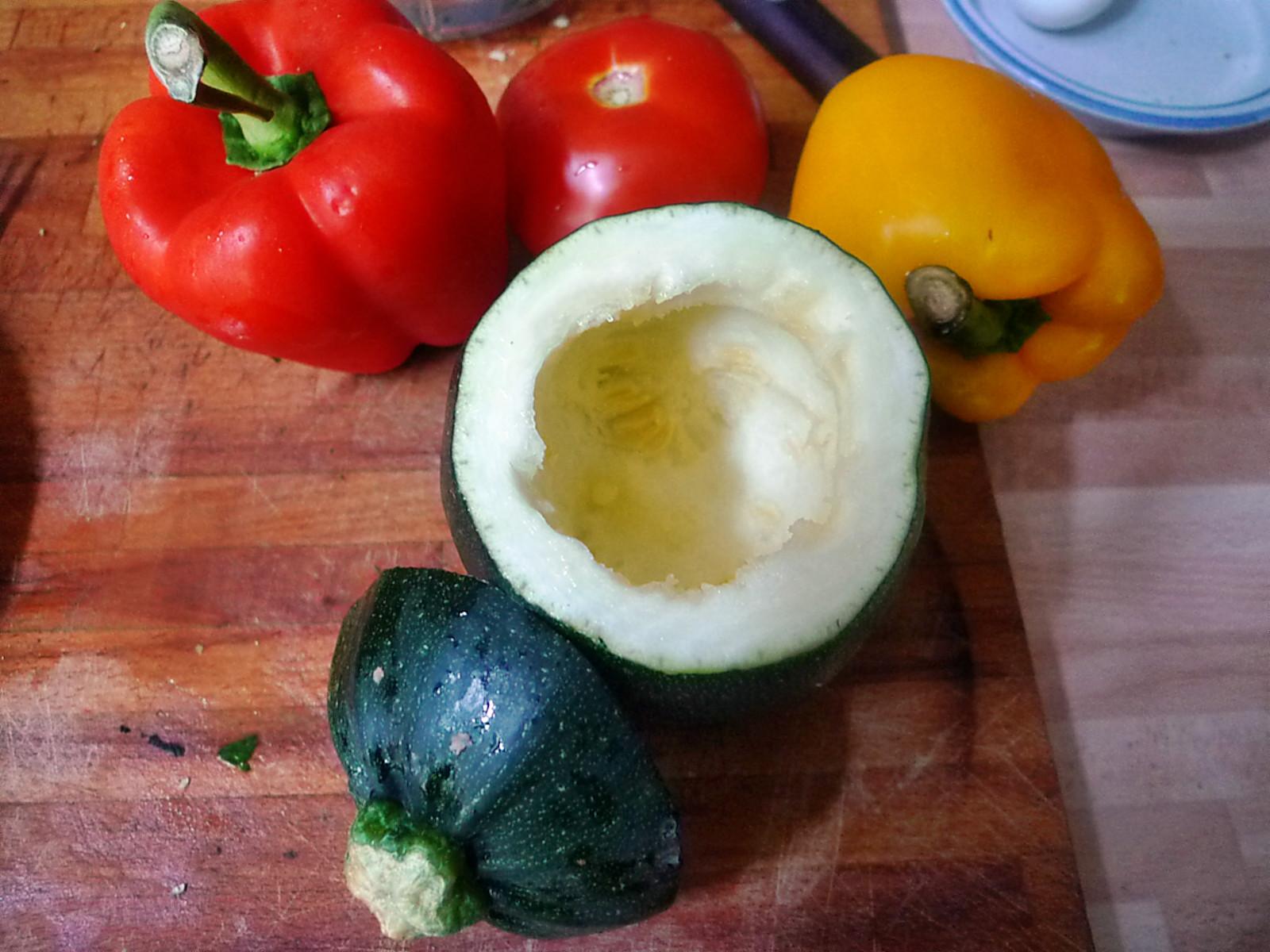 gefüllte Zucchini und Paprika-7.8.14   (9)