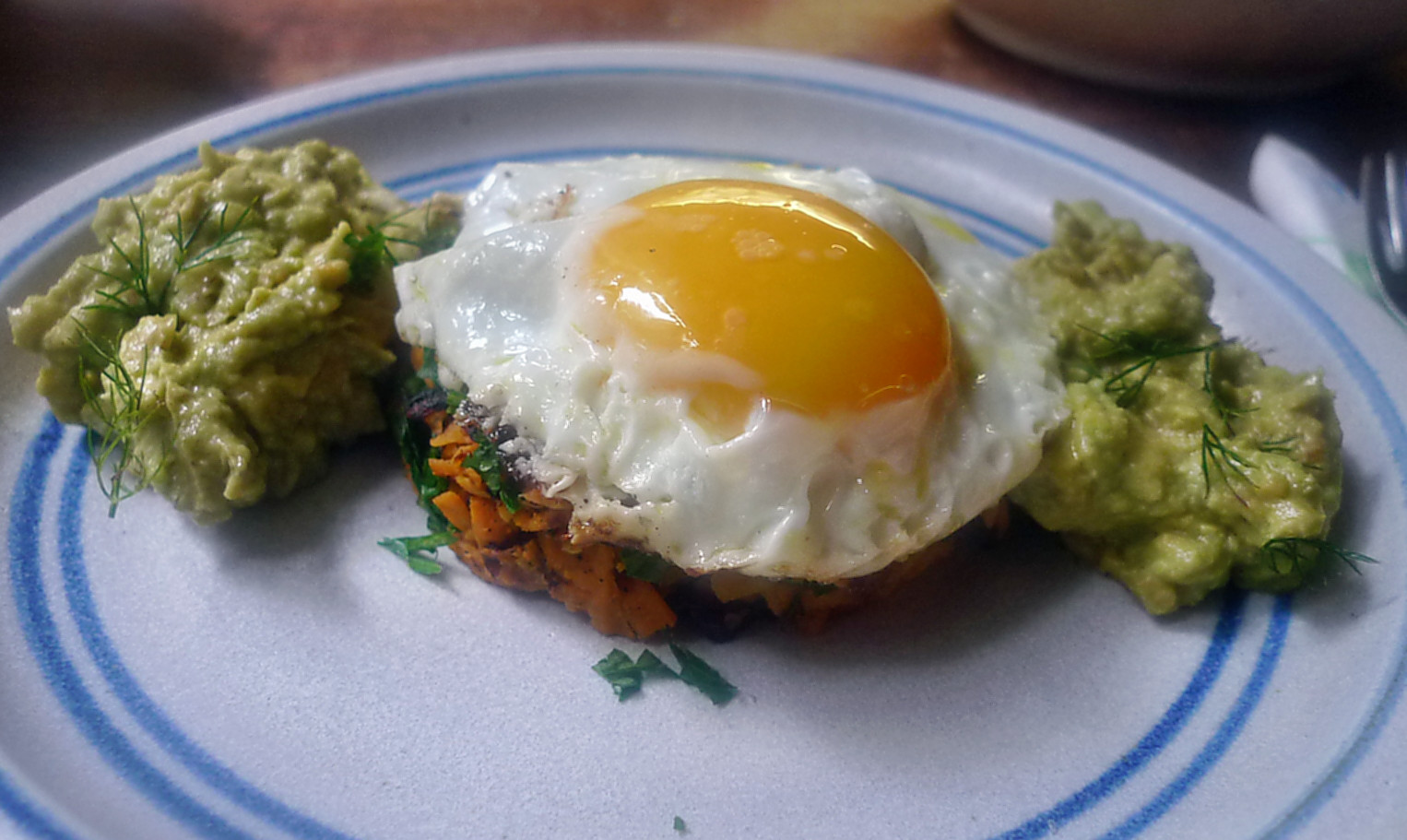 .Süßkartoffel-Guacamole-Spiegelei-18.8.14   (1)