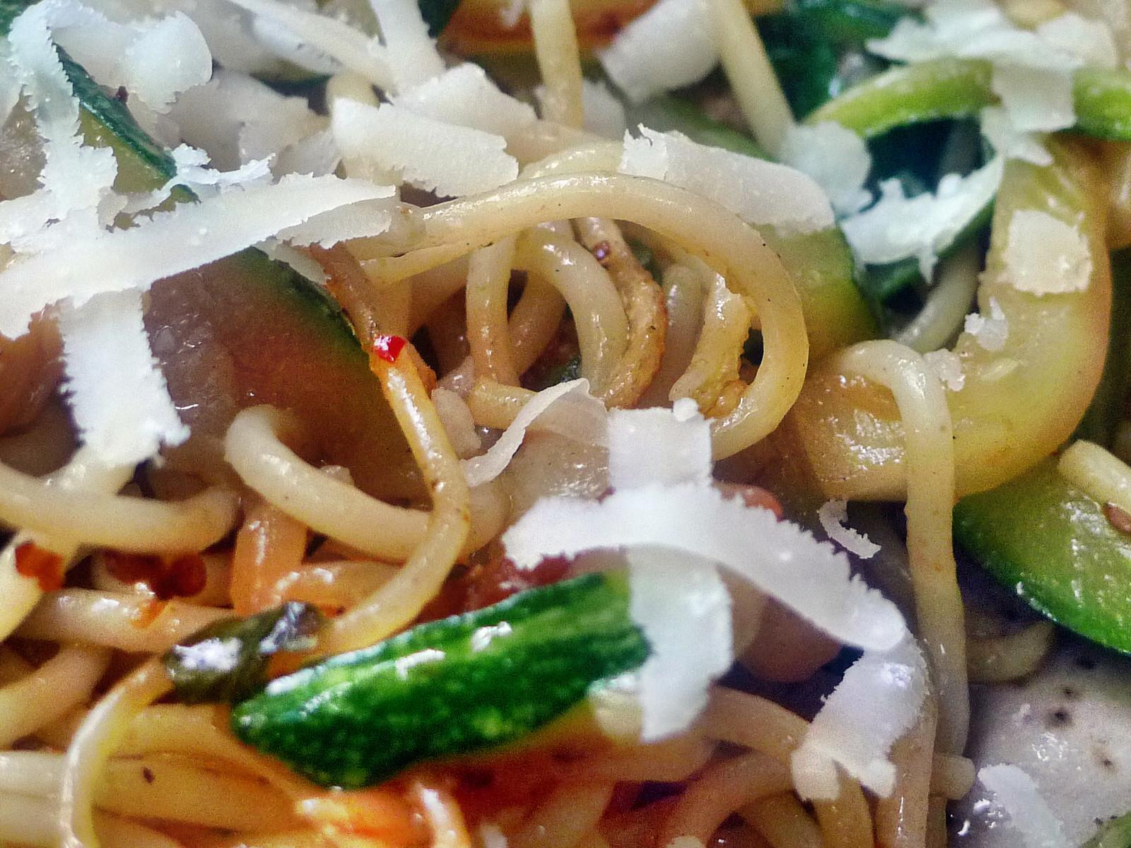 Spaghetti-Zucchinipfanne-27.8.14   (13)