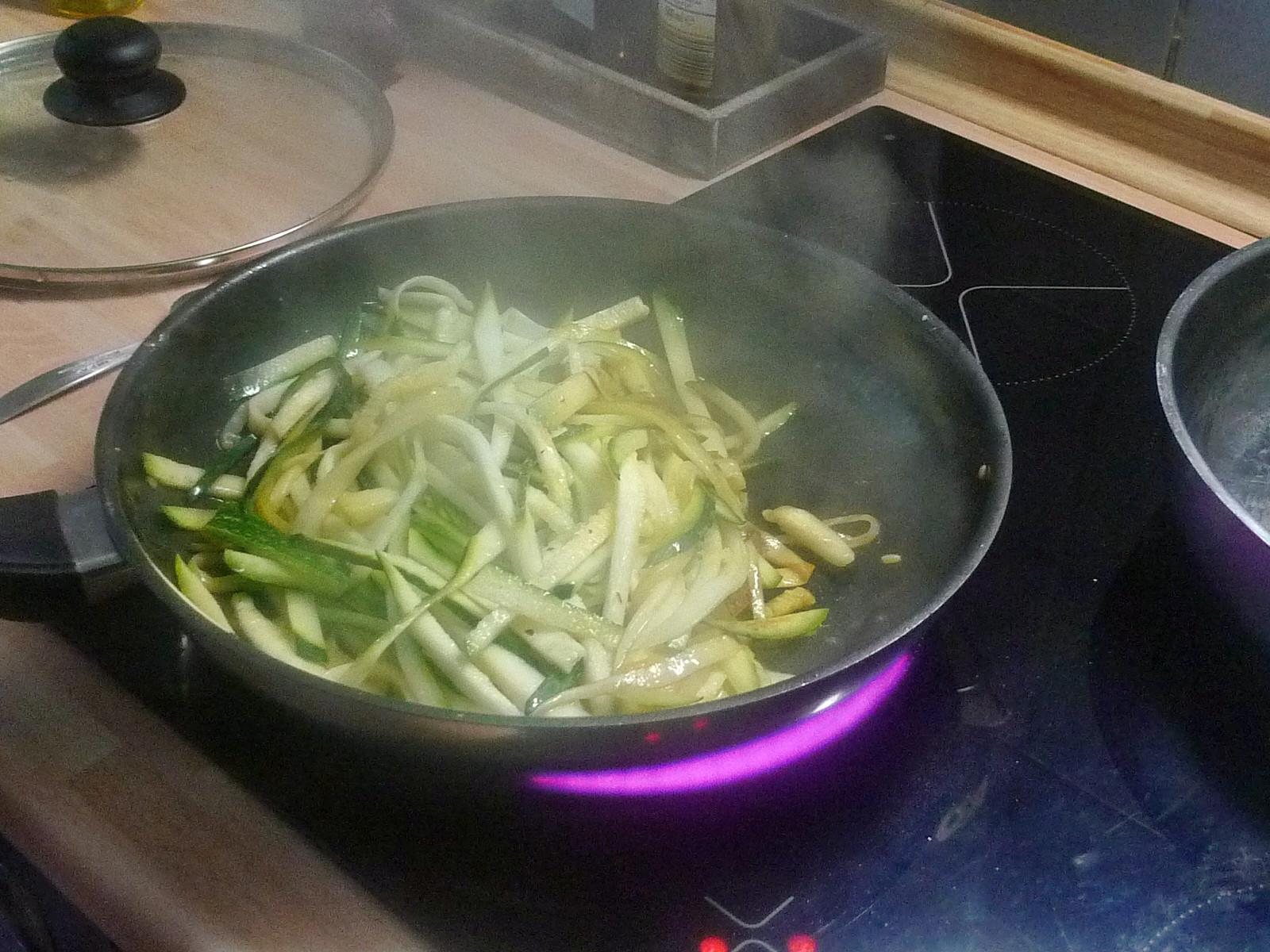 Spaghetti-Zucchinipfanne-27.8.14   (5)