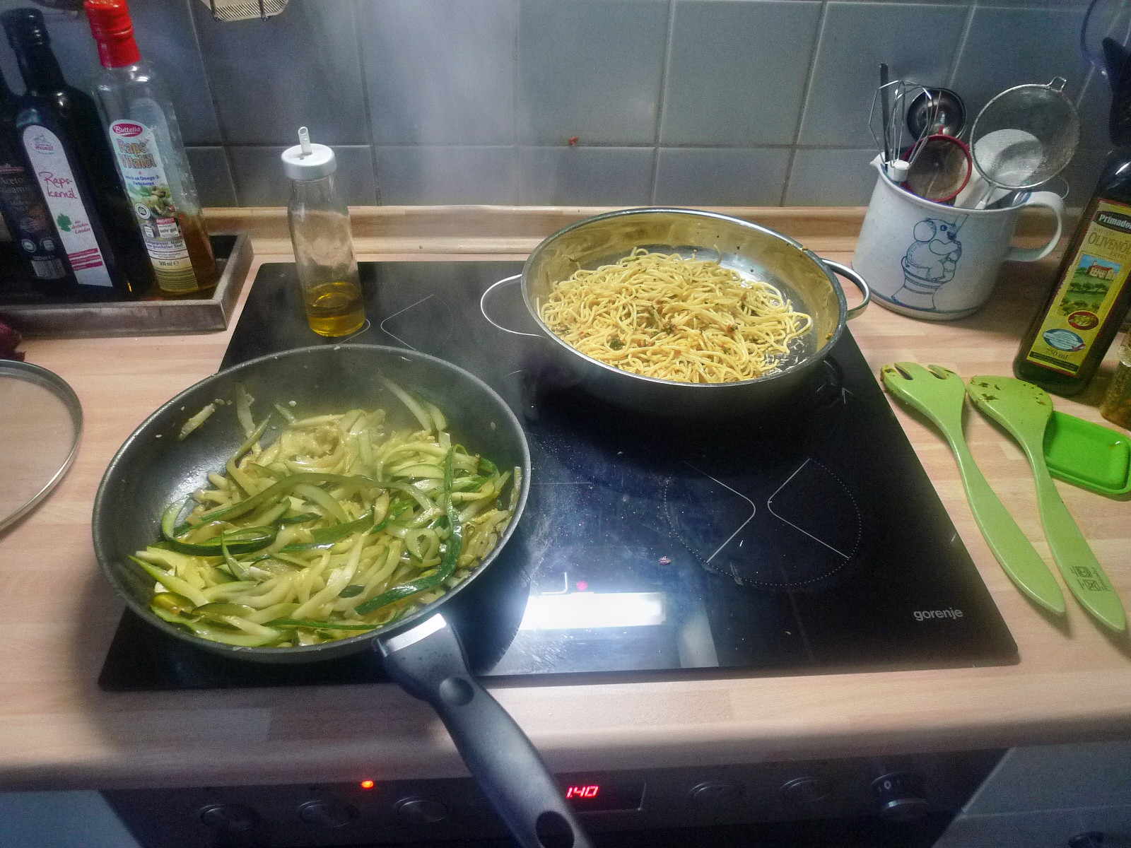 Spaghetti-Zucchinipfanne-27.8.14   (6)