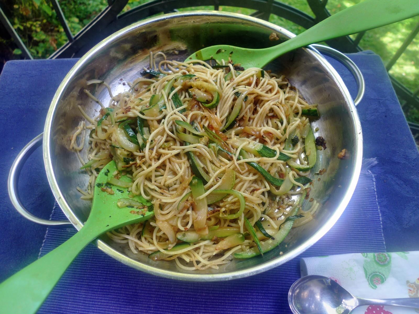 Spaghetti-Zucchinipfanne-27.8.14   (7)