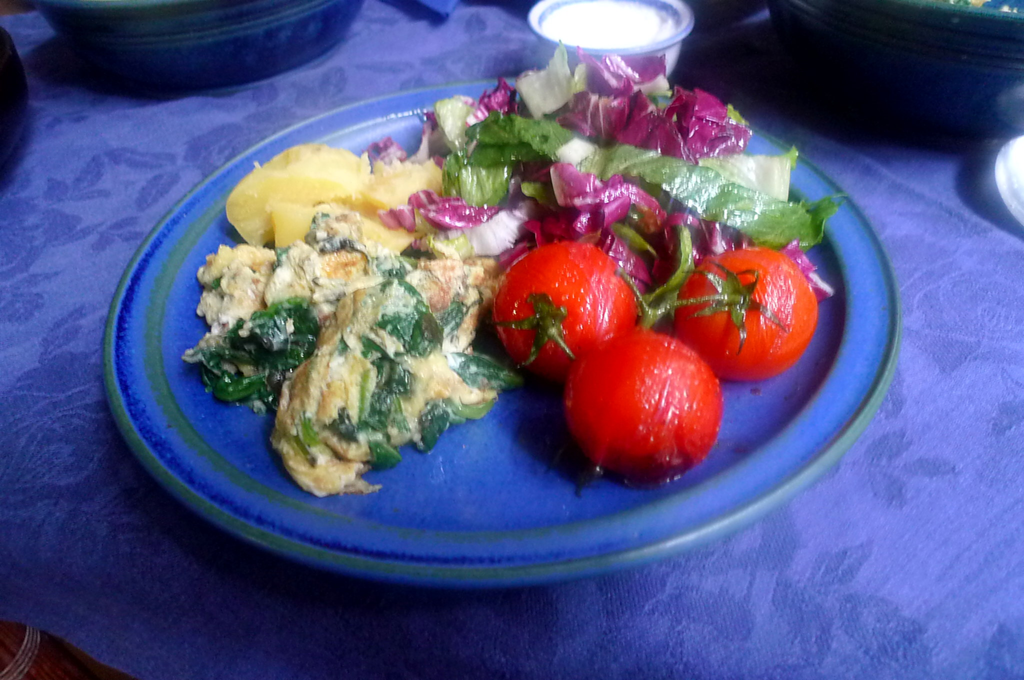Spinat mit Rührei,Salat,Kartoffel,gebratene Tomaten -- 11.9.14   (11)