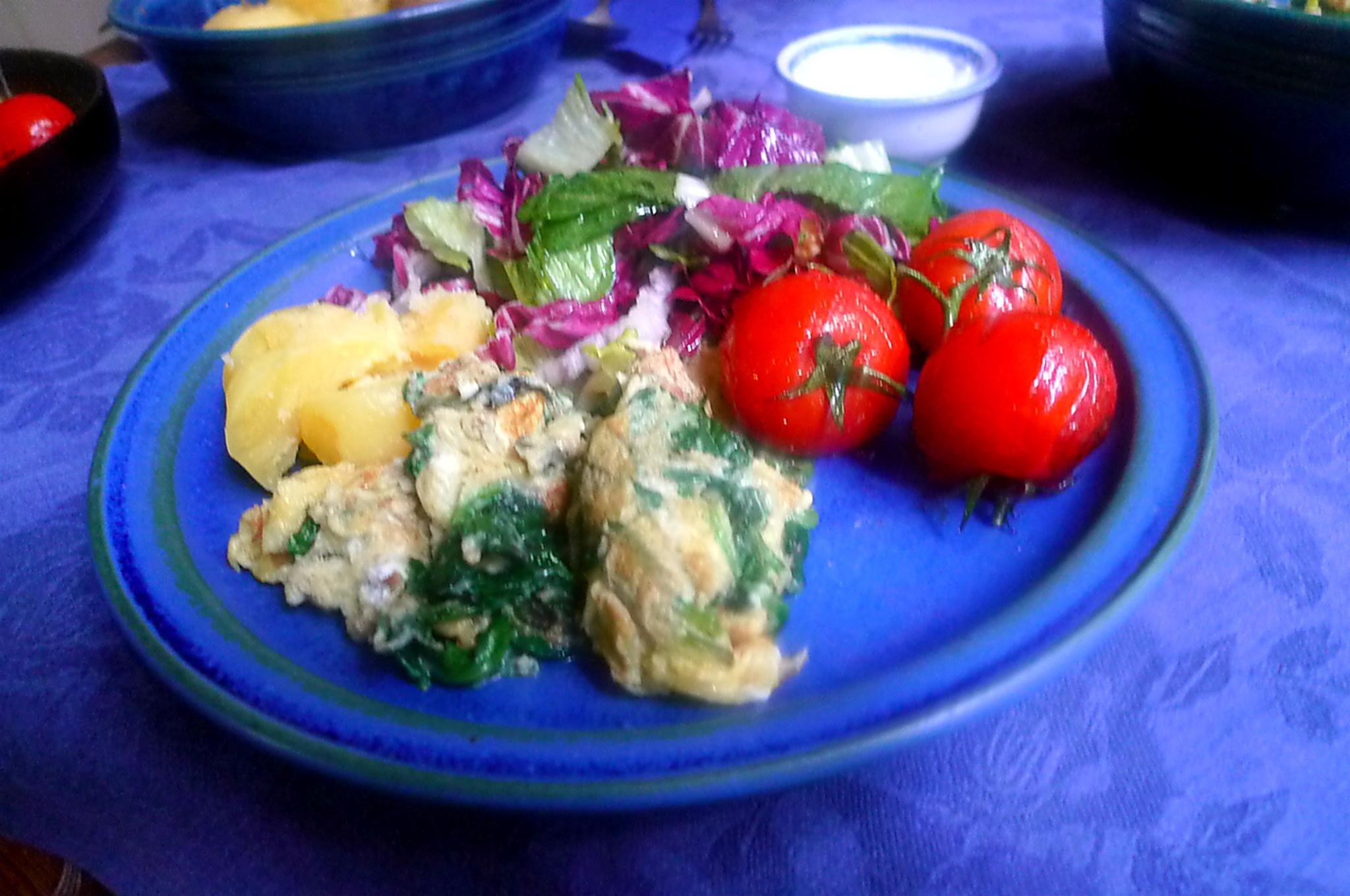 Spinat mit Rührei,Salat,Kartoffel,gebratene Tomaten -- 11.9.14   (12)