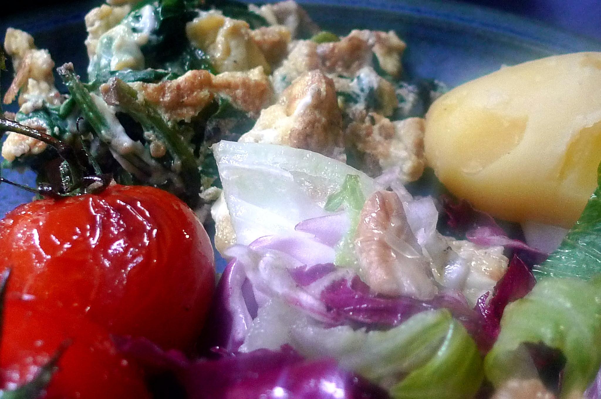 Spinat mit Rührei,Salat,Kartoffel,gebratene Tomaten -- 11.9.14   (15)