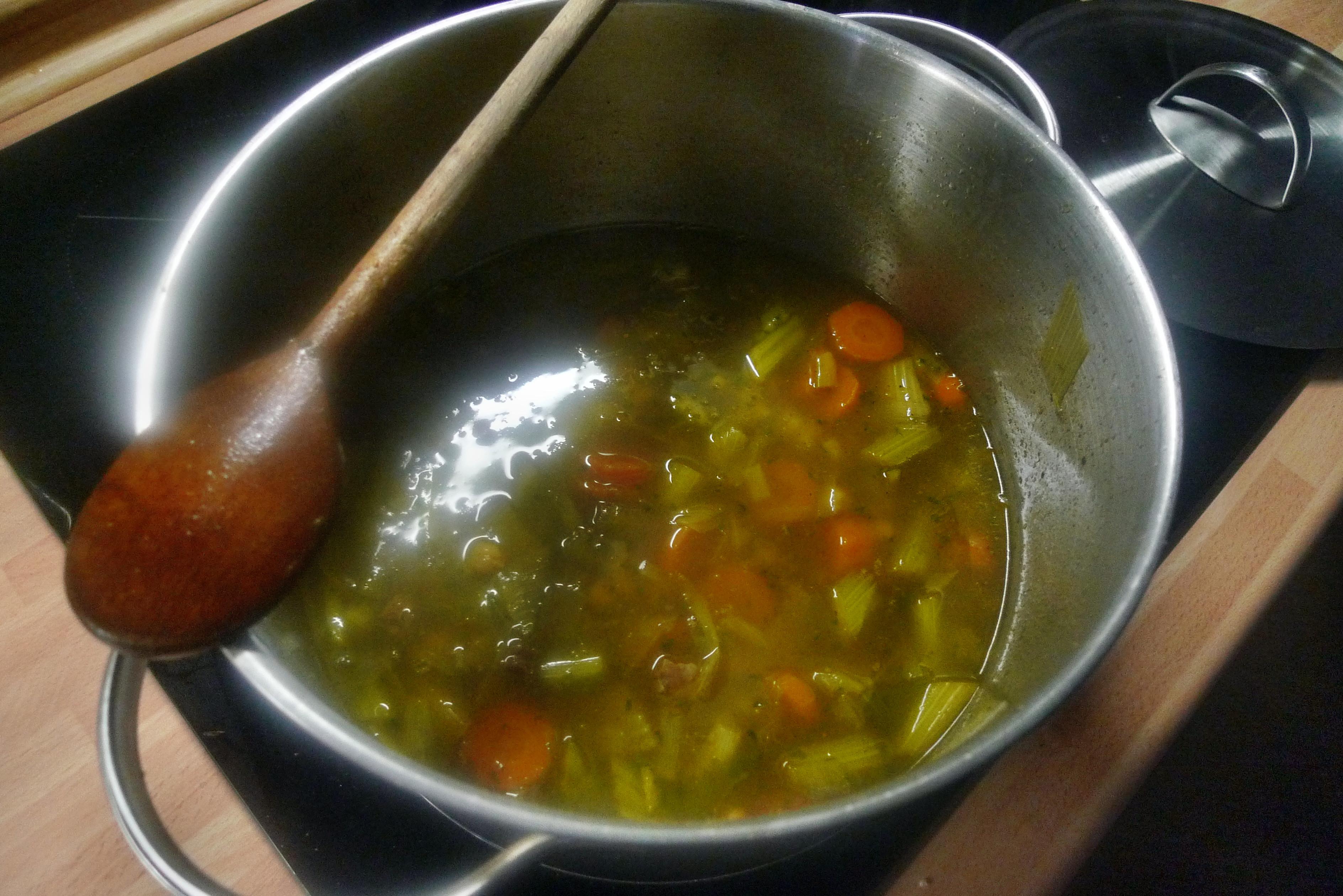Gemüsesuppe mit Kichererbsen- vegan- 16.10.14   (13)