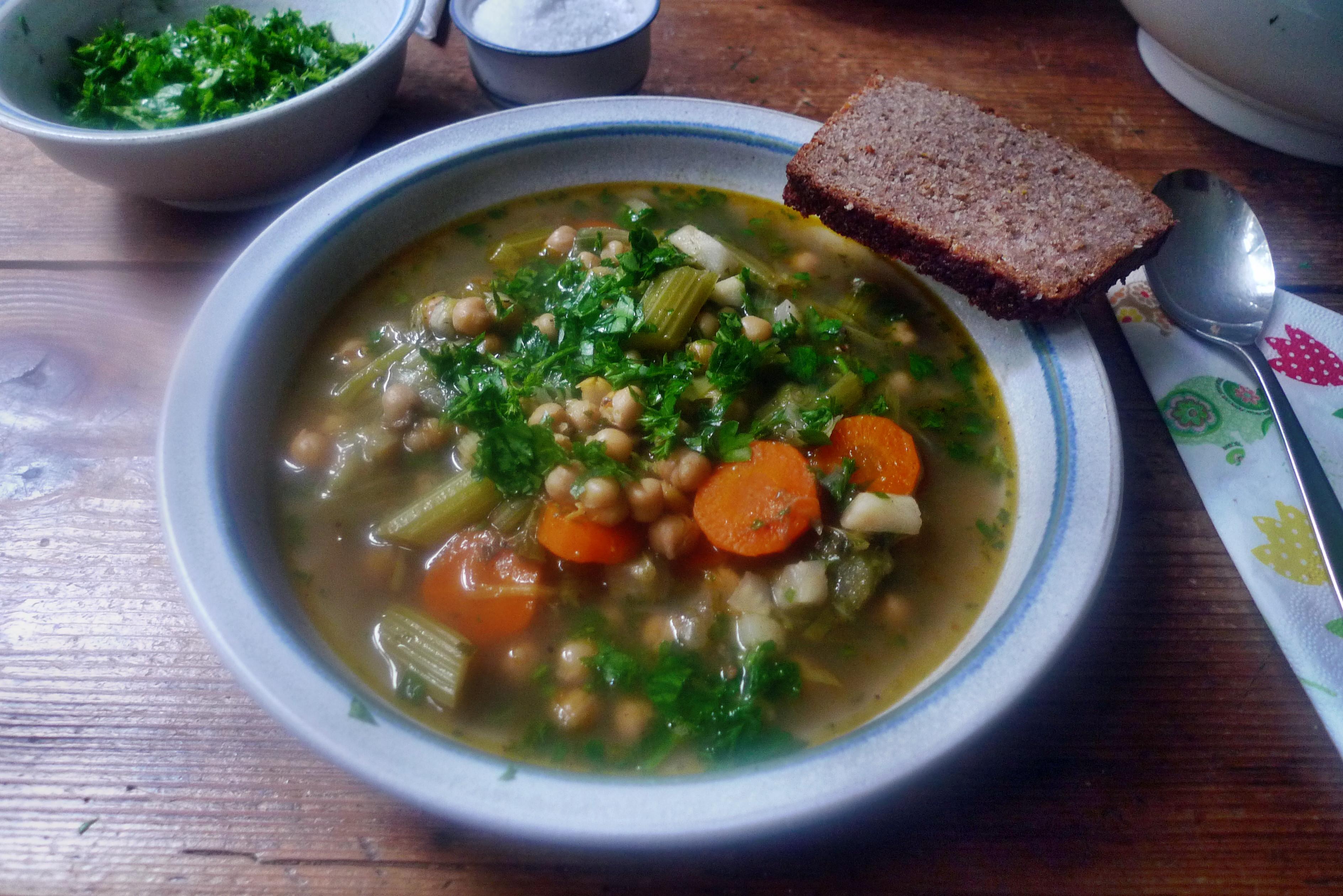 Gemüsesuppe mit Kichererbsen- vegan- 16.10.14   (17)
