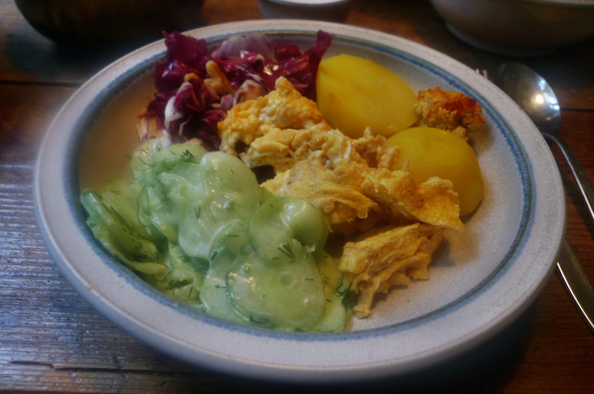 Kartoffel,Rührei,Salate,Humus -17.10.14   (1)