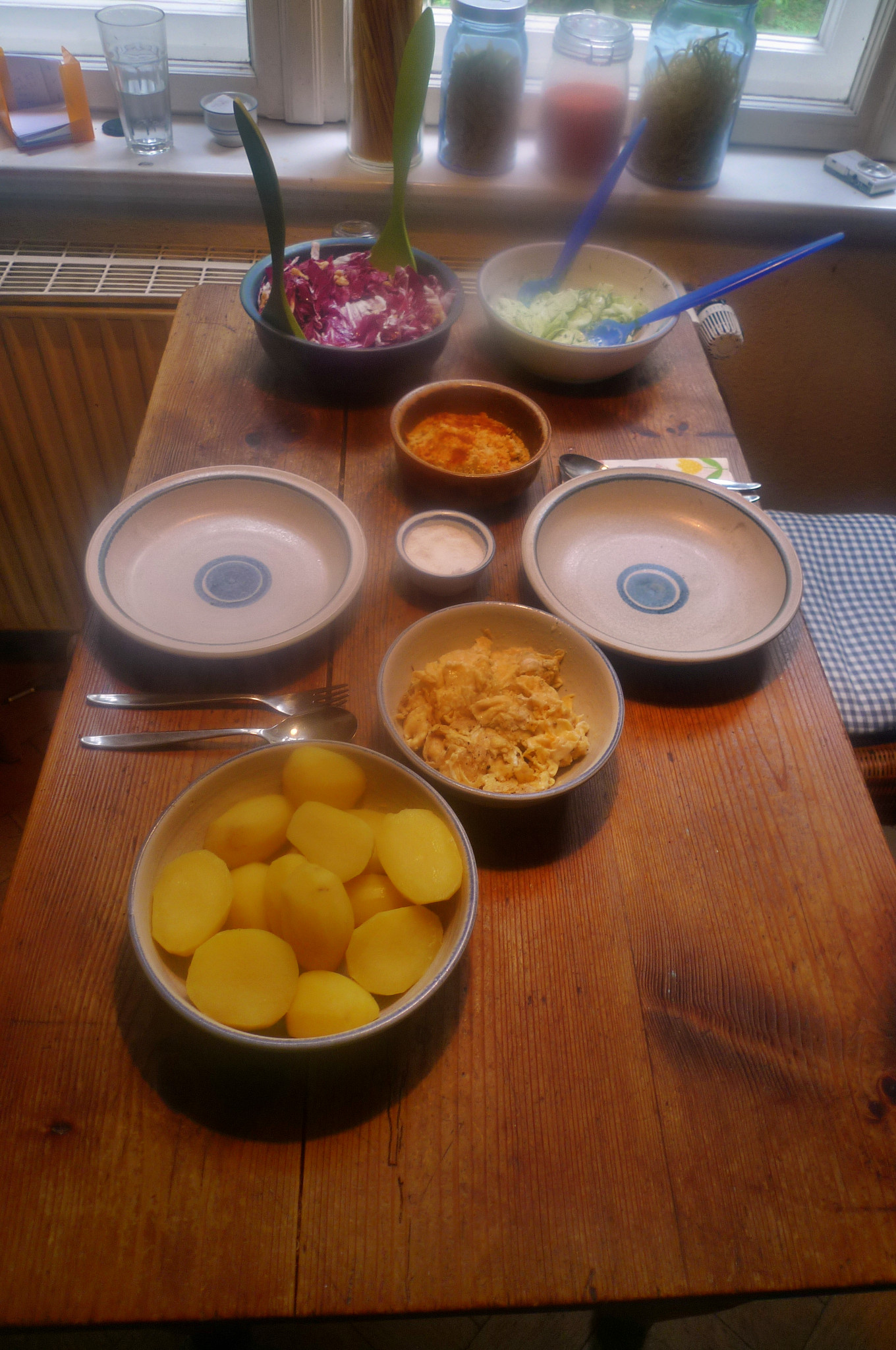 Kartoffel,Rührei,Salate,Humus -17.10.14   (4)