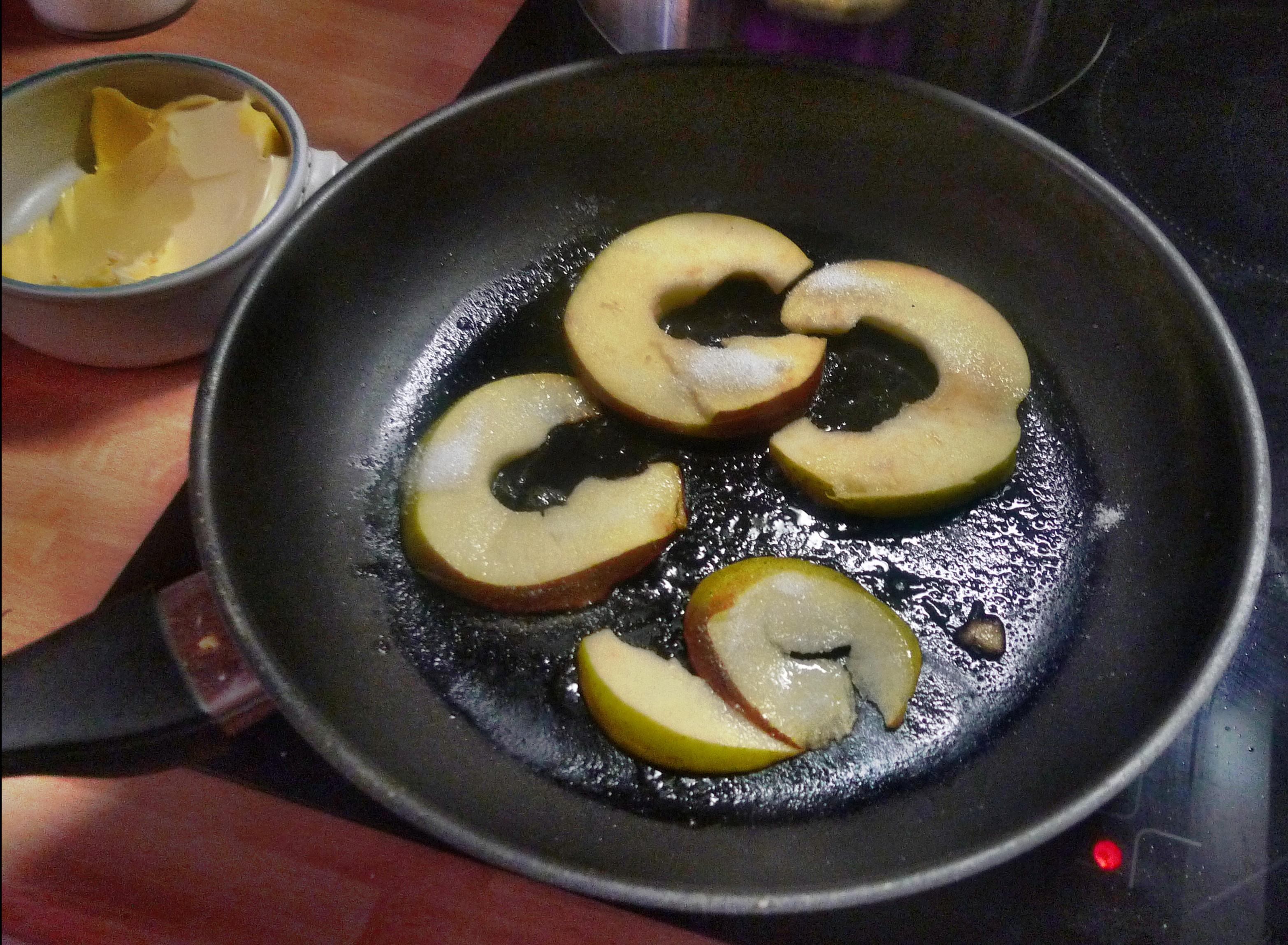 Spinat mit Nudeln-Apfel im Schlafrock -25.10.14   (31)
