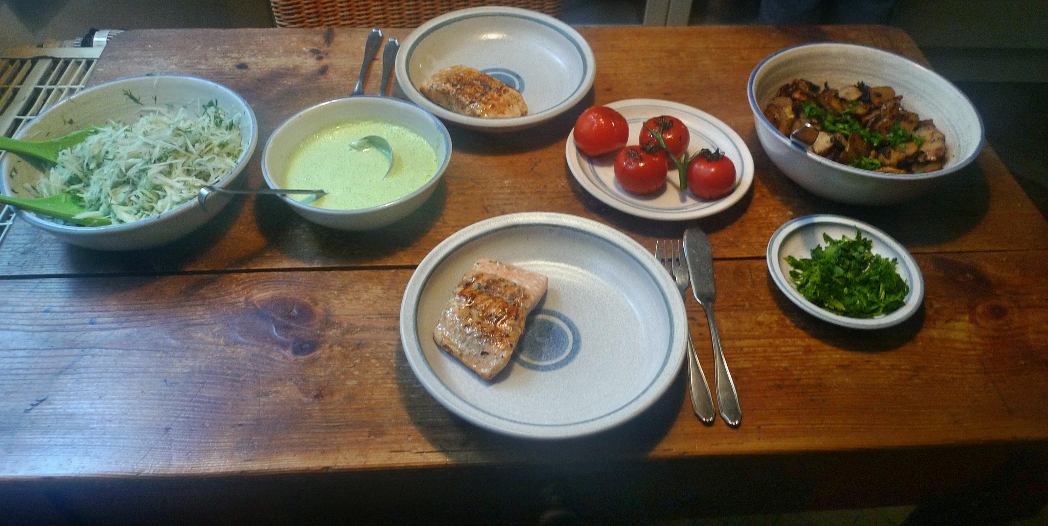 Topinambur-Kohlrabisalat-Gebratene Tomaten-Lachs - 23.10.14   (23)