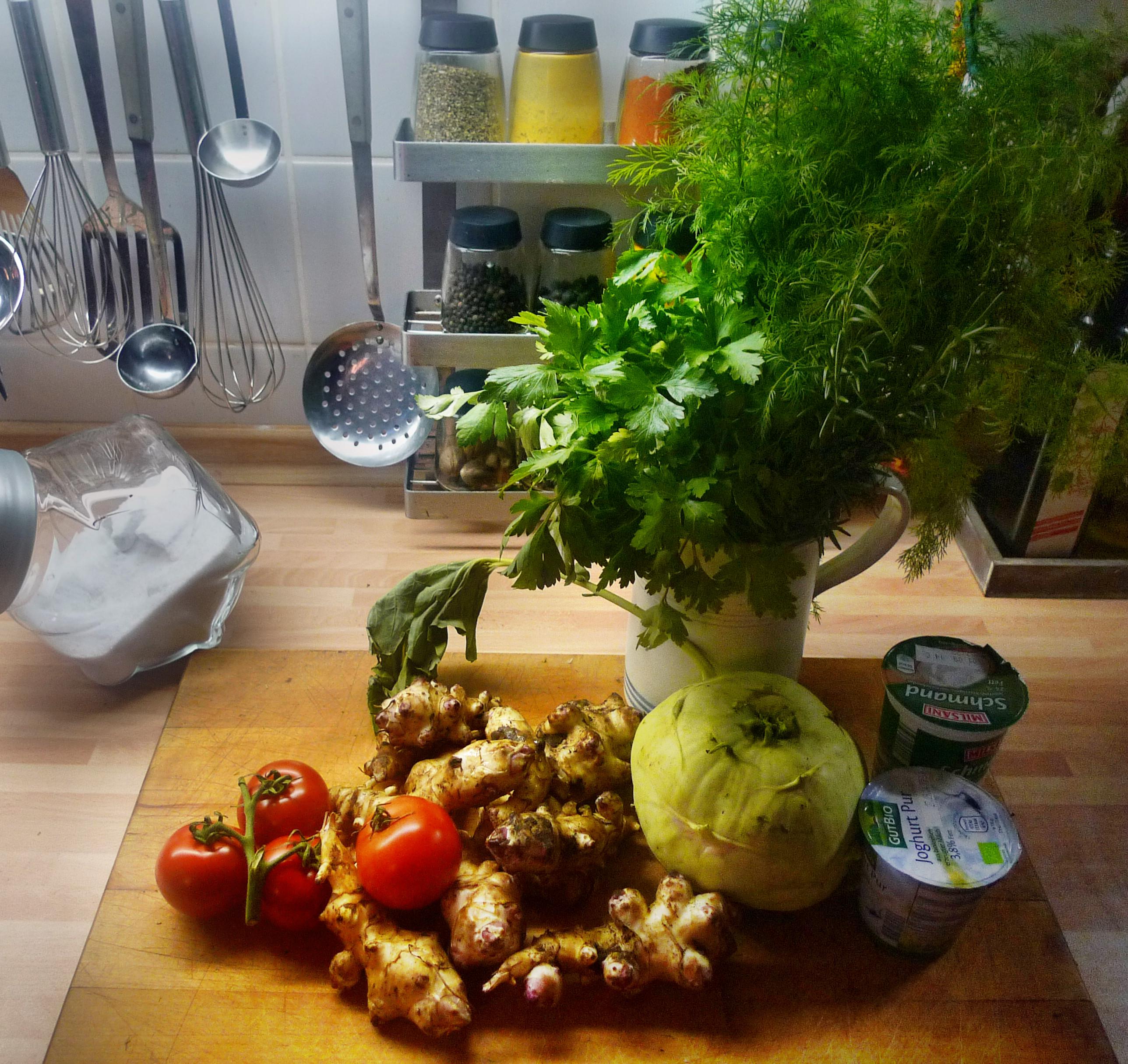 Topinambur-Kohlrabisalat-Gebratene Tomaten-Lachs - 23.10.14   (4)