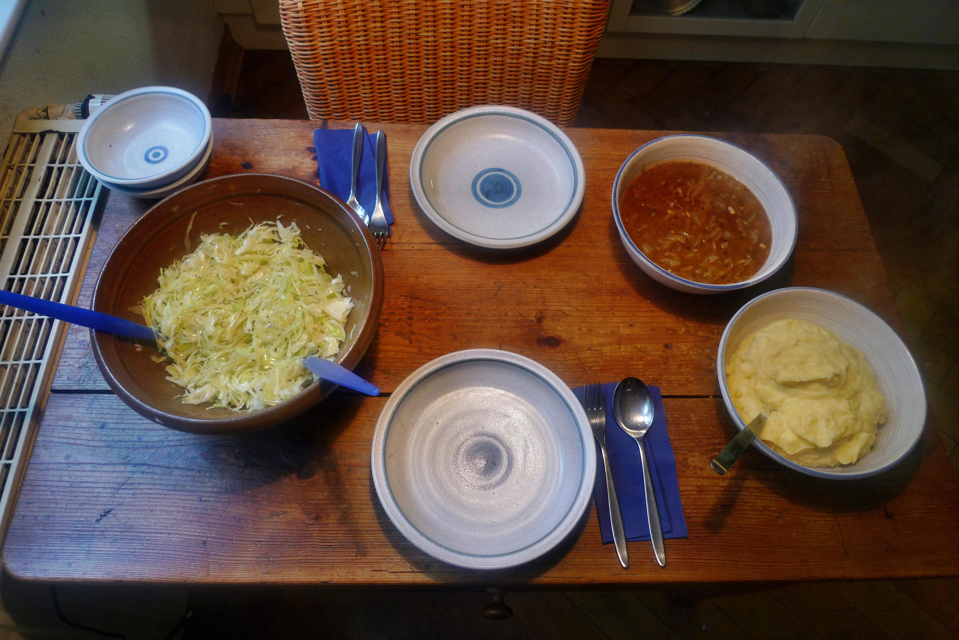 Zwiebelsoße,Kartoffelbrei,Krautsalat,Birnenkompott - 11.10.14   (16)