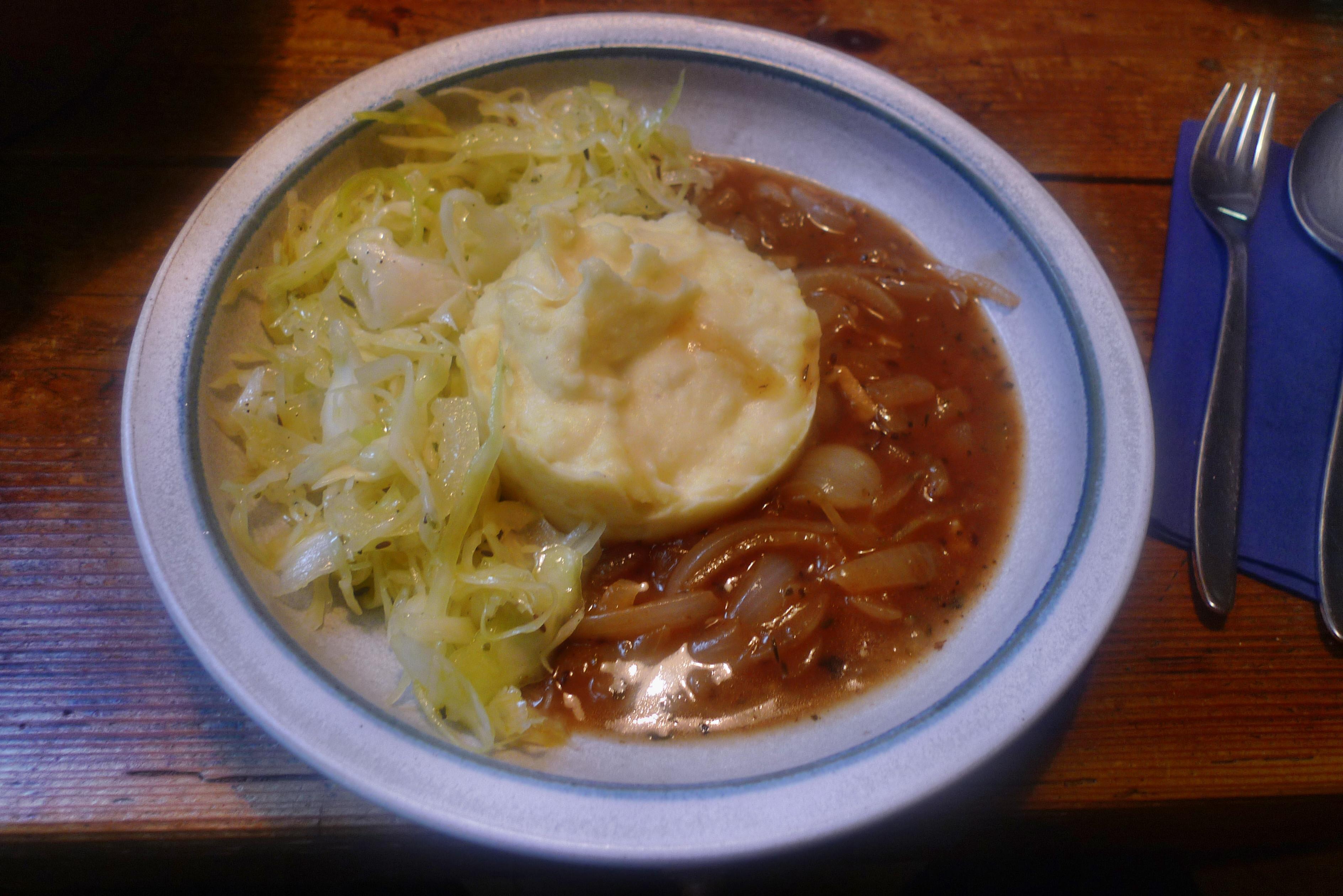 Zwiebelsoße,Kartoffelbrei,Krautsalat,Birnenkompott - 11.10.14   (19)
