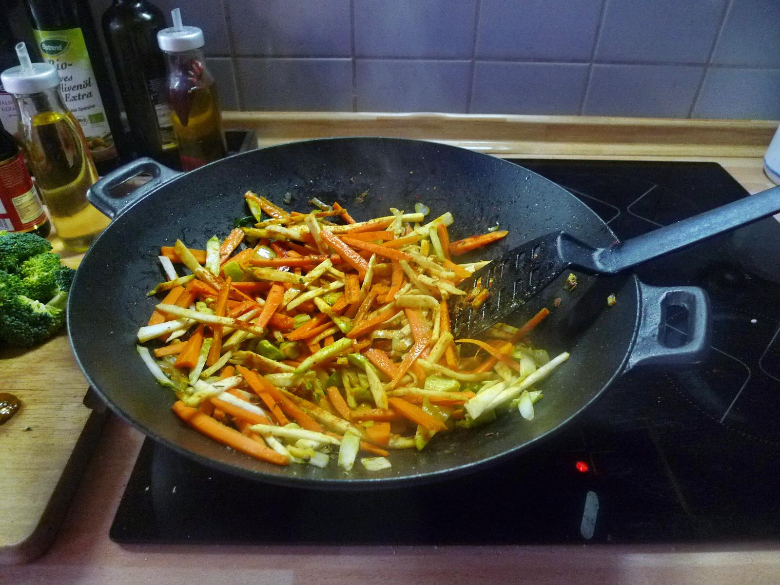 Wokgemüse mit Omlette - 23.11.14   (22)