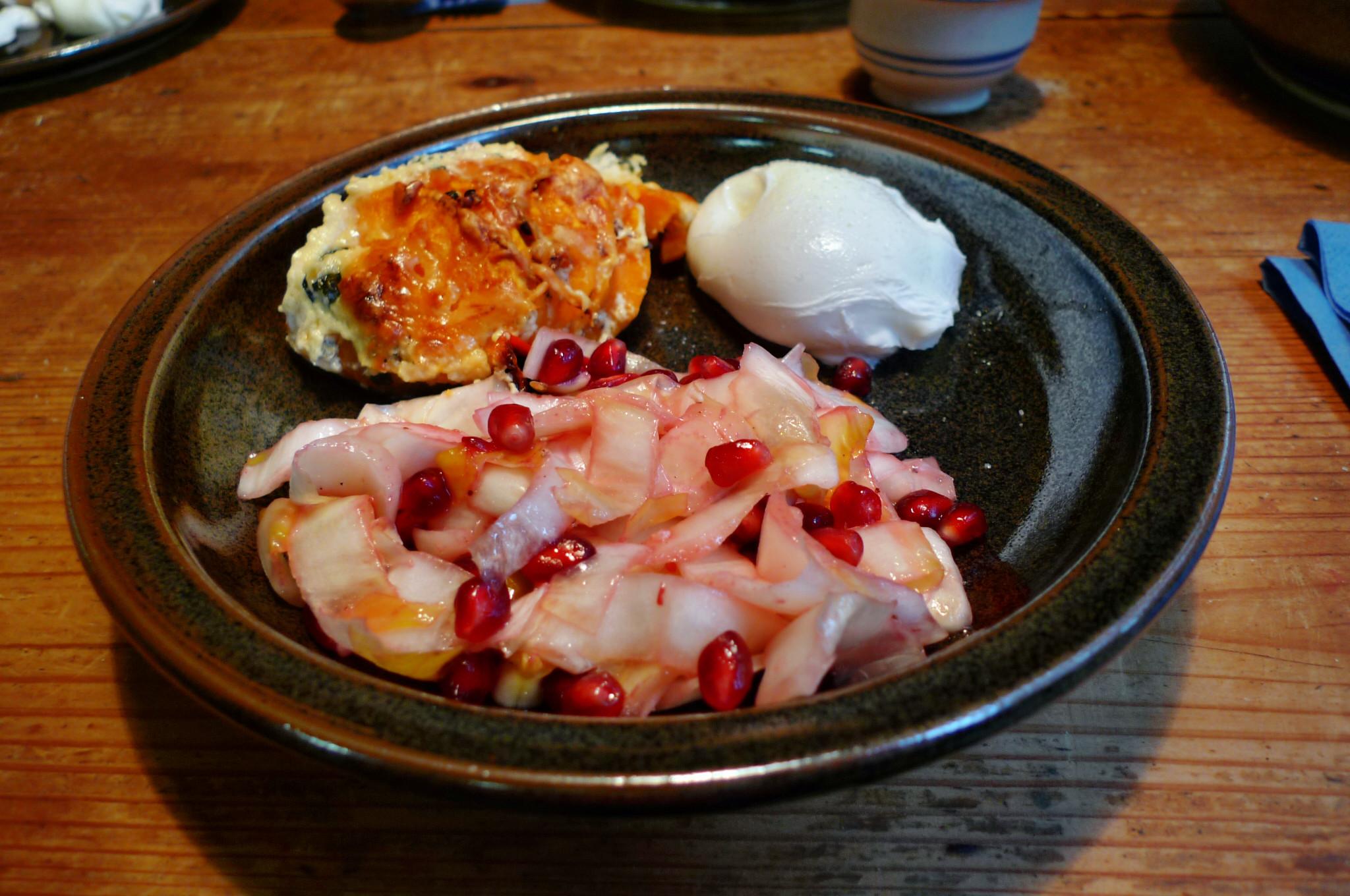 Süßkartoffelgratin,Chicoreesalat,pochierte Eier - 17.12.14   (20)