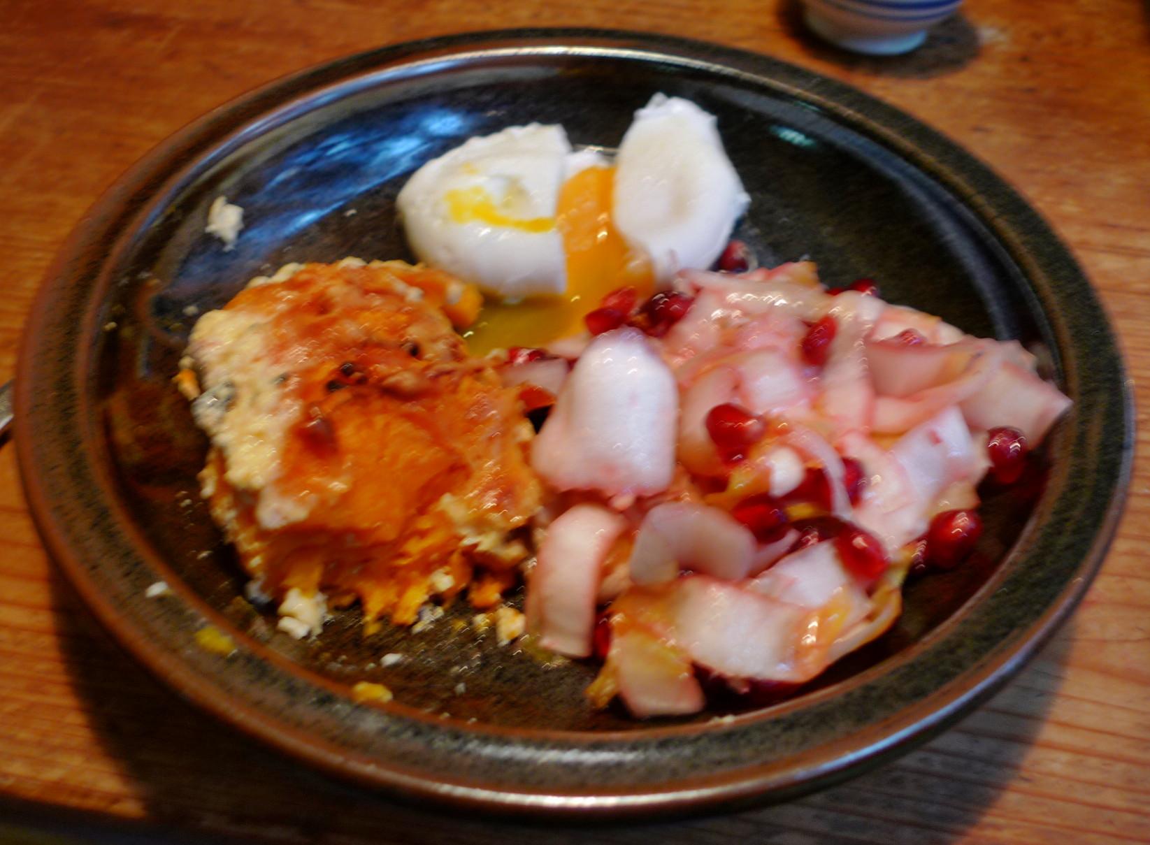 Süßkartoffelgratin,Chicoreesalat,pochierte Eier - 17.12.14   (25)