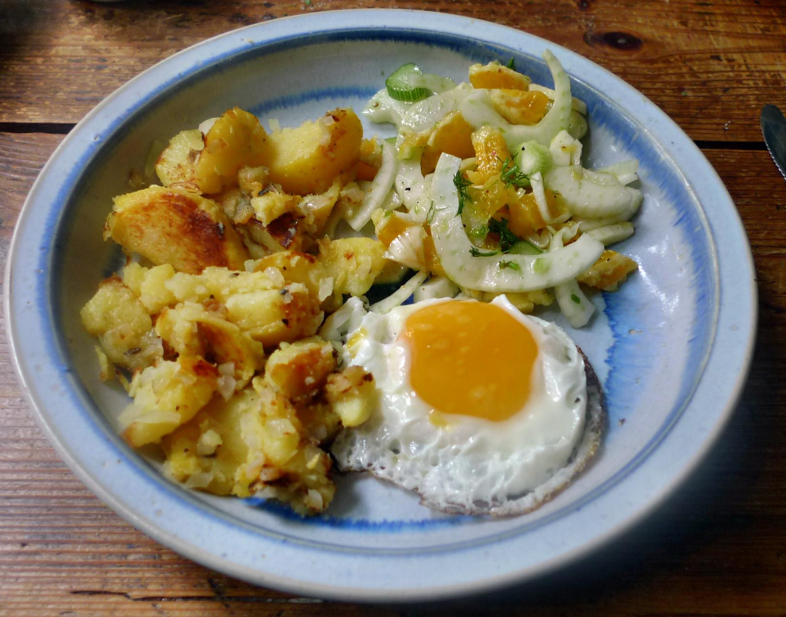 Bratkartoffel,Spiegelei,Fenchelsalat - 24.2.15   (1)