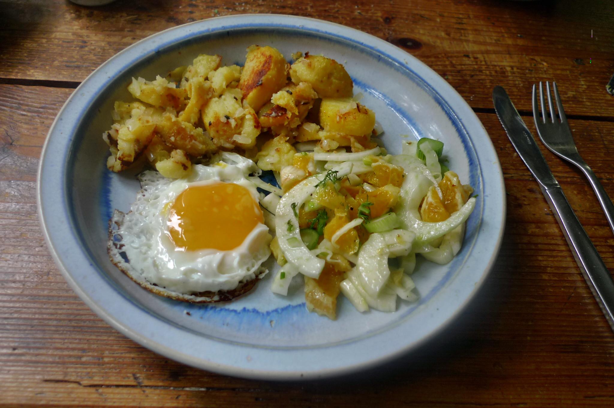 Bratkartoffel,Spiegelei,Fenchelsalat - 24.2.15   (8)