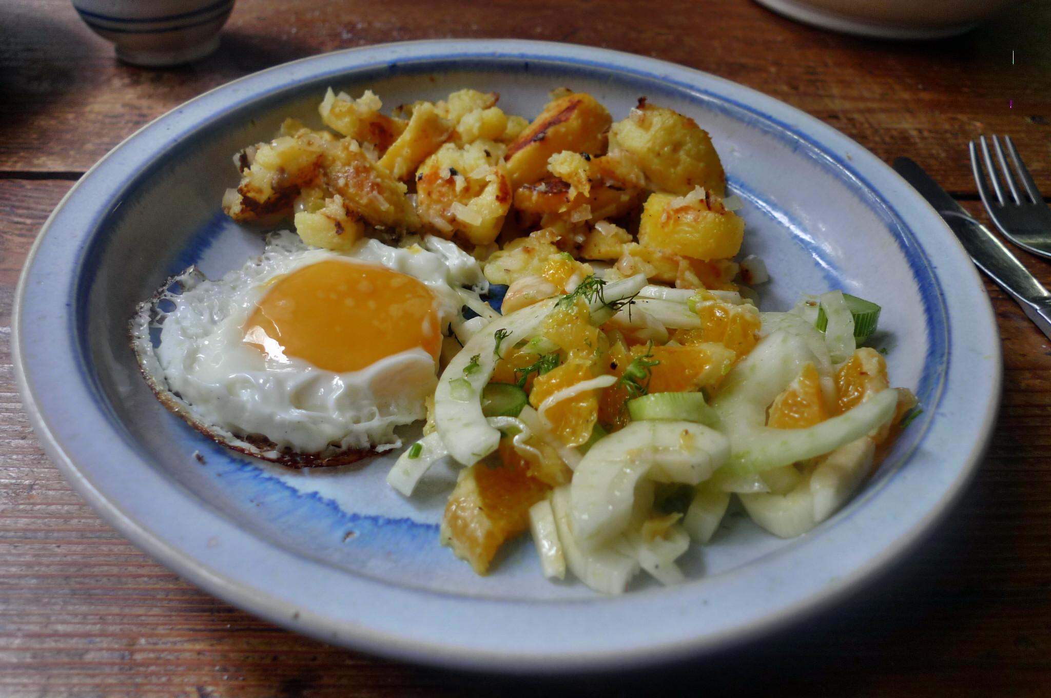 Bratkartoffel,Spiegelei,Fenchelsalat - 24.2.15   (9)