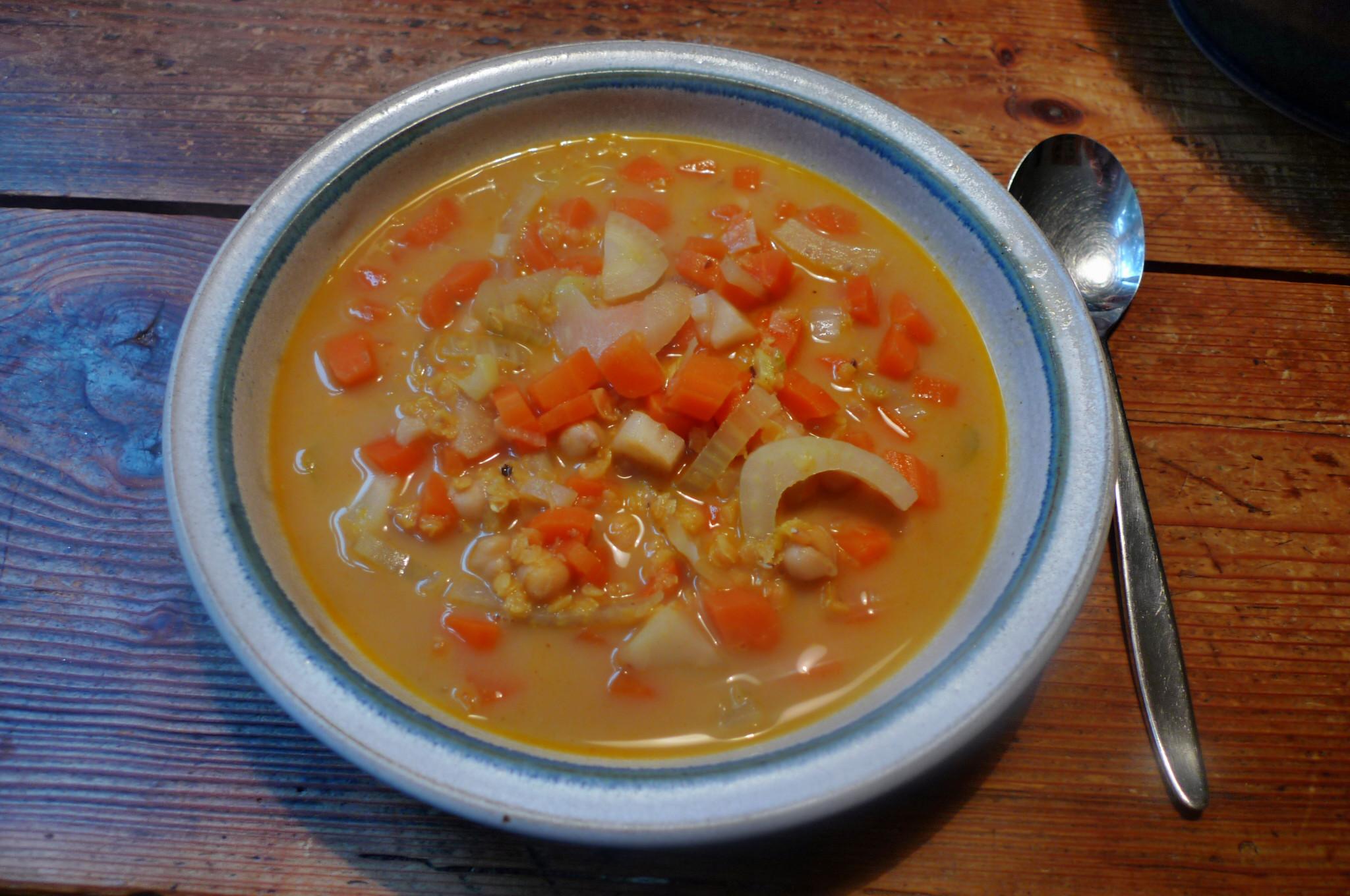 Orientalische Möhren-Selleriesuppe (1)