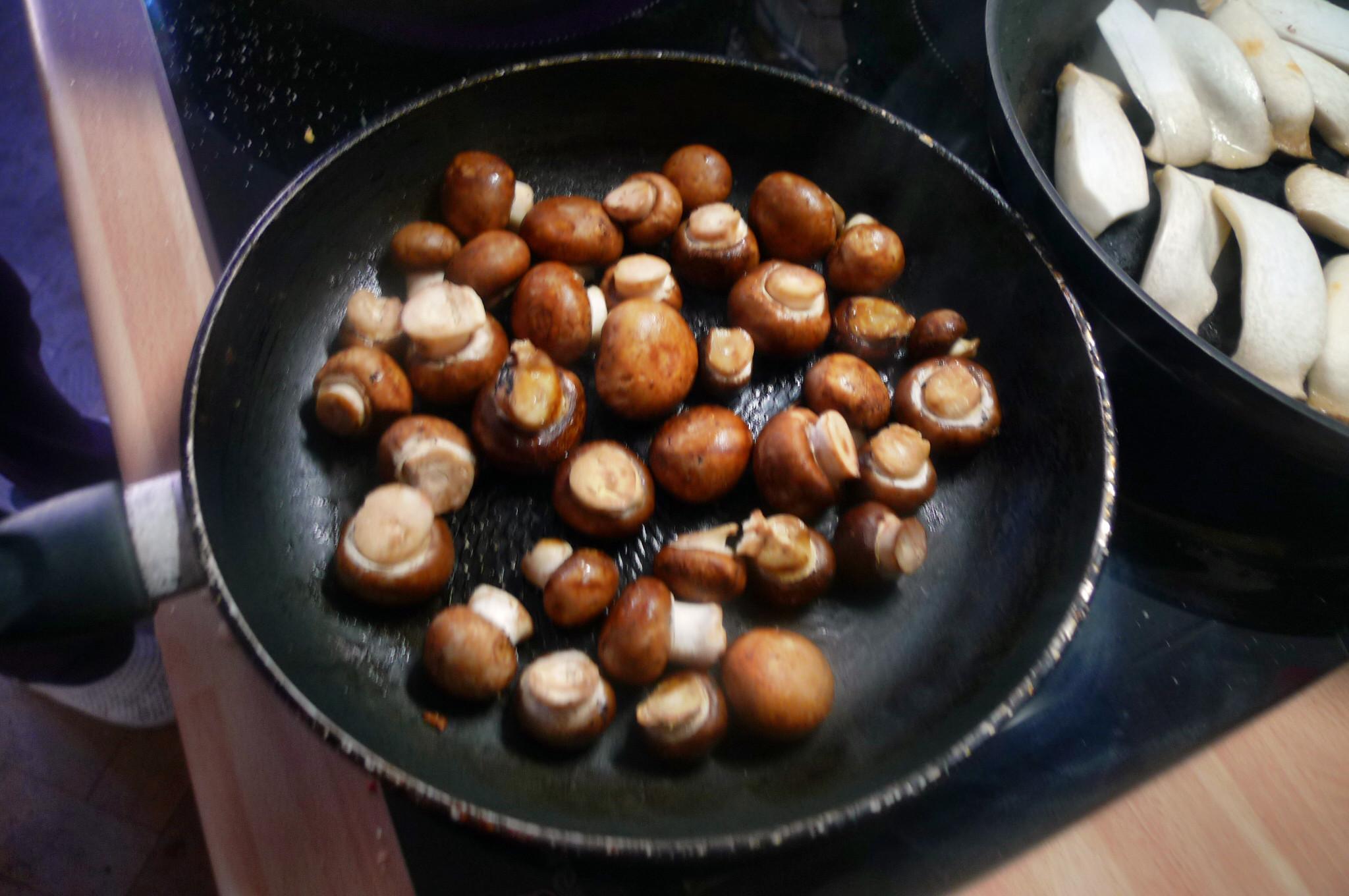 Roh gebratene Kartoffeln,Kräutersaitlinge,Champignon,Römersalat - 26.2.15   (4)