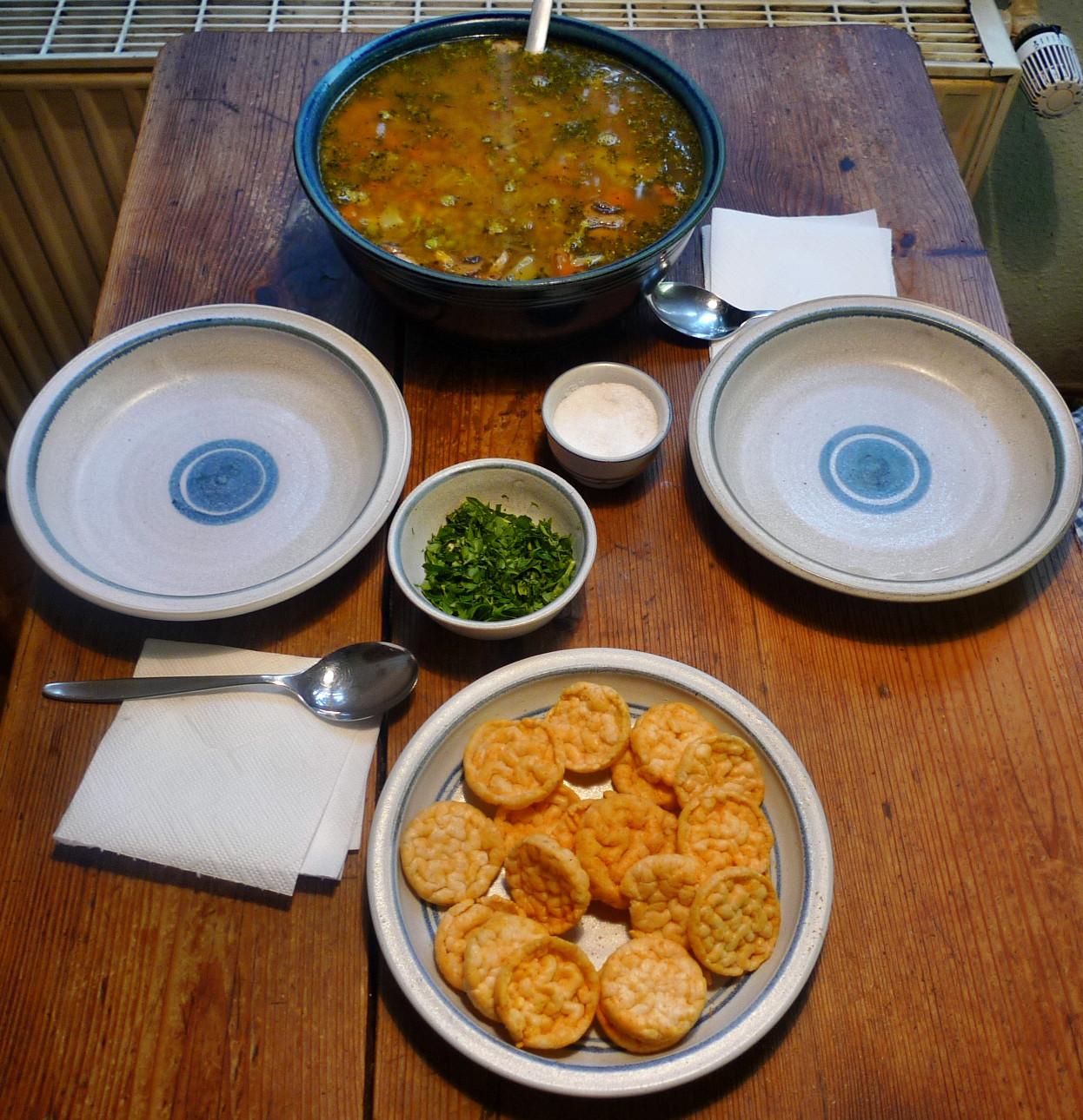 Gemüsesuppe mit Cräcker-6.3.15   (13)