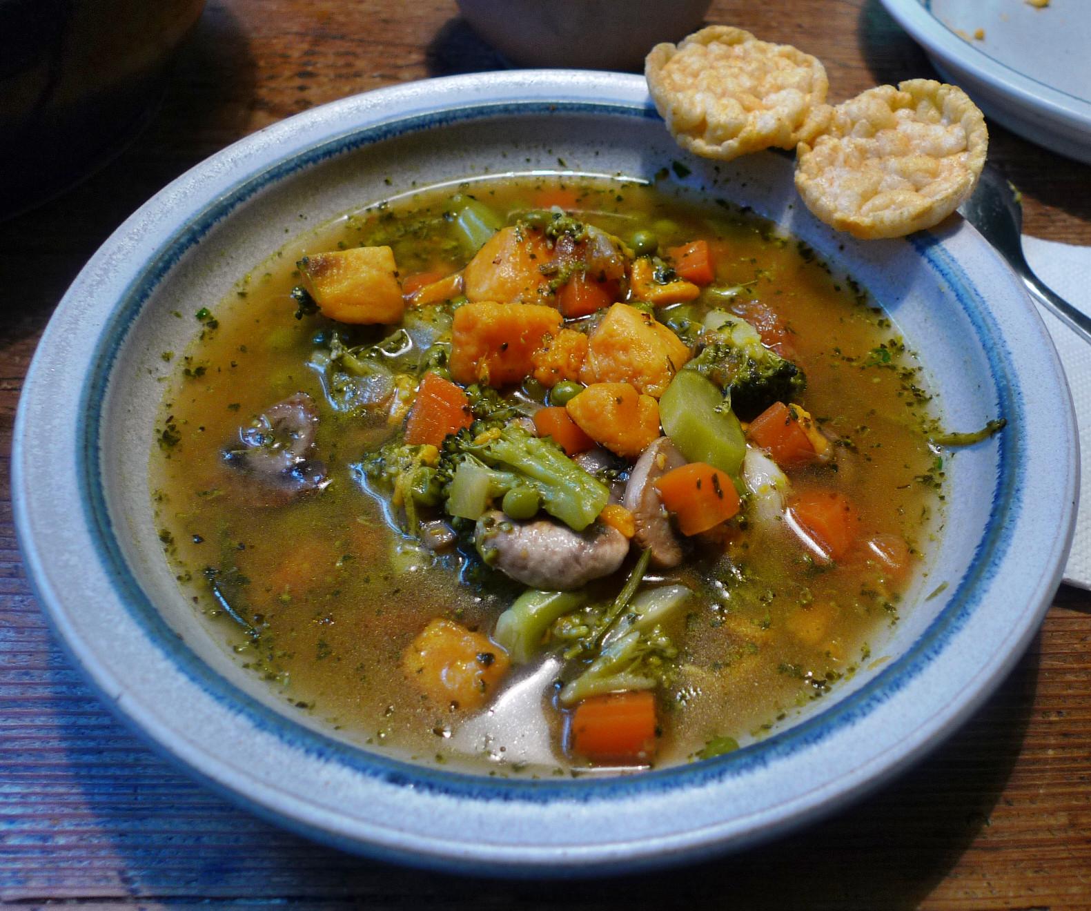 Gemüsesuppe mit Cräcker-6.3.15   (16)
