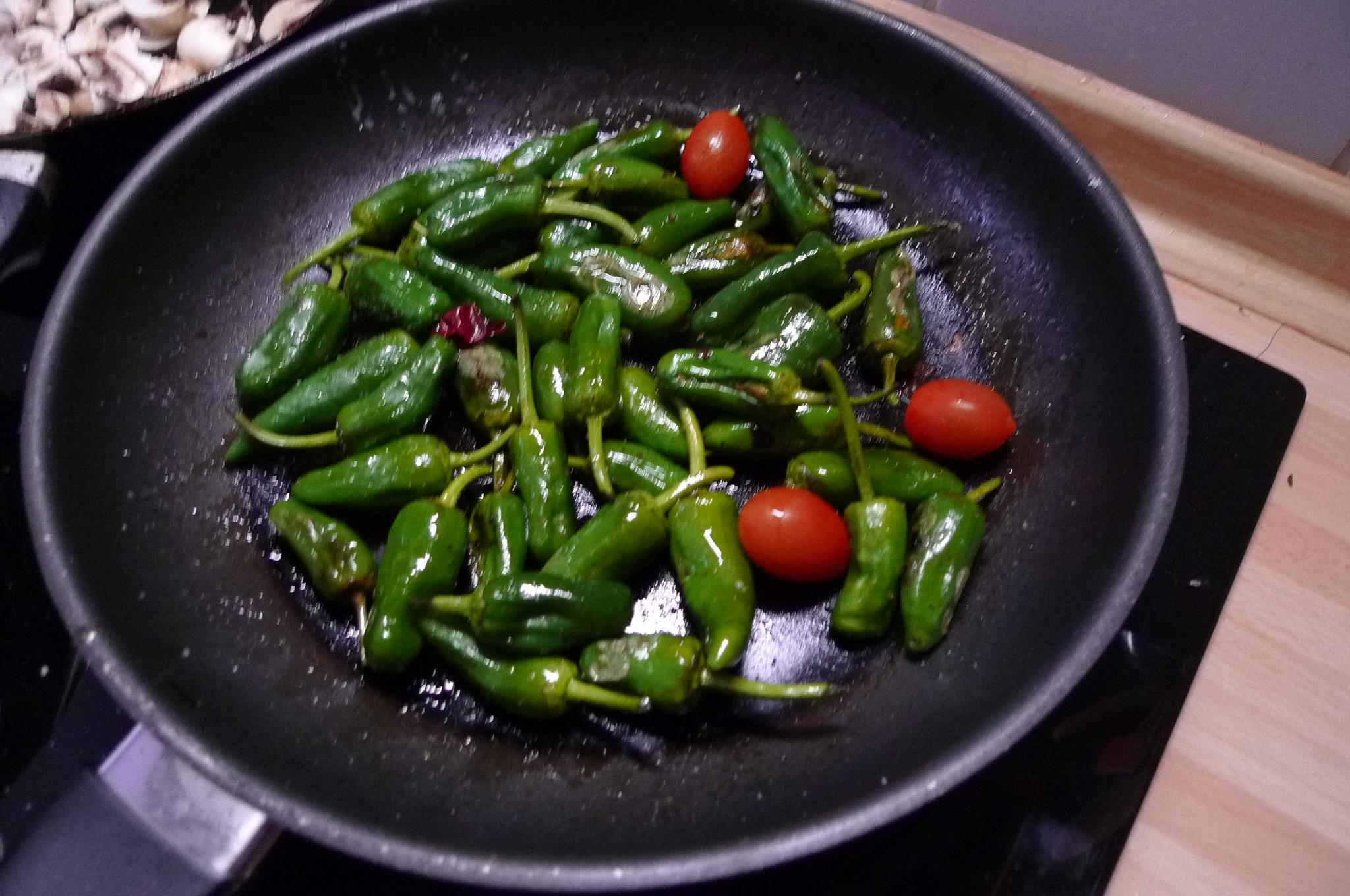 Grüne Nudeln,Ruccolapesto,Pilze,Bratpaprika,Salat-8.3.15   (4)