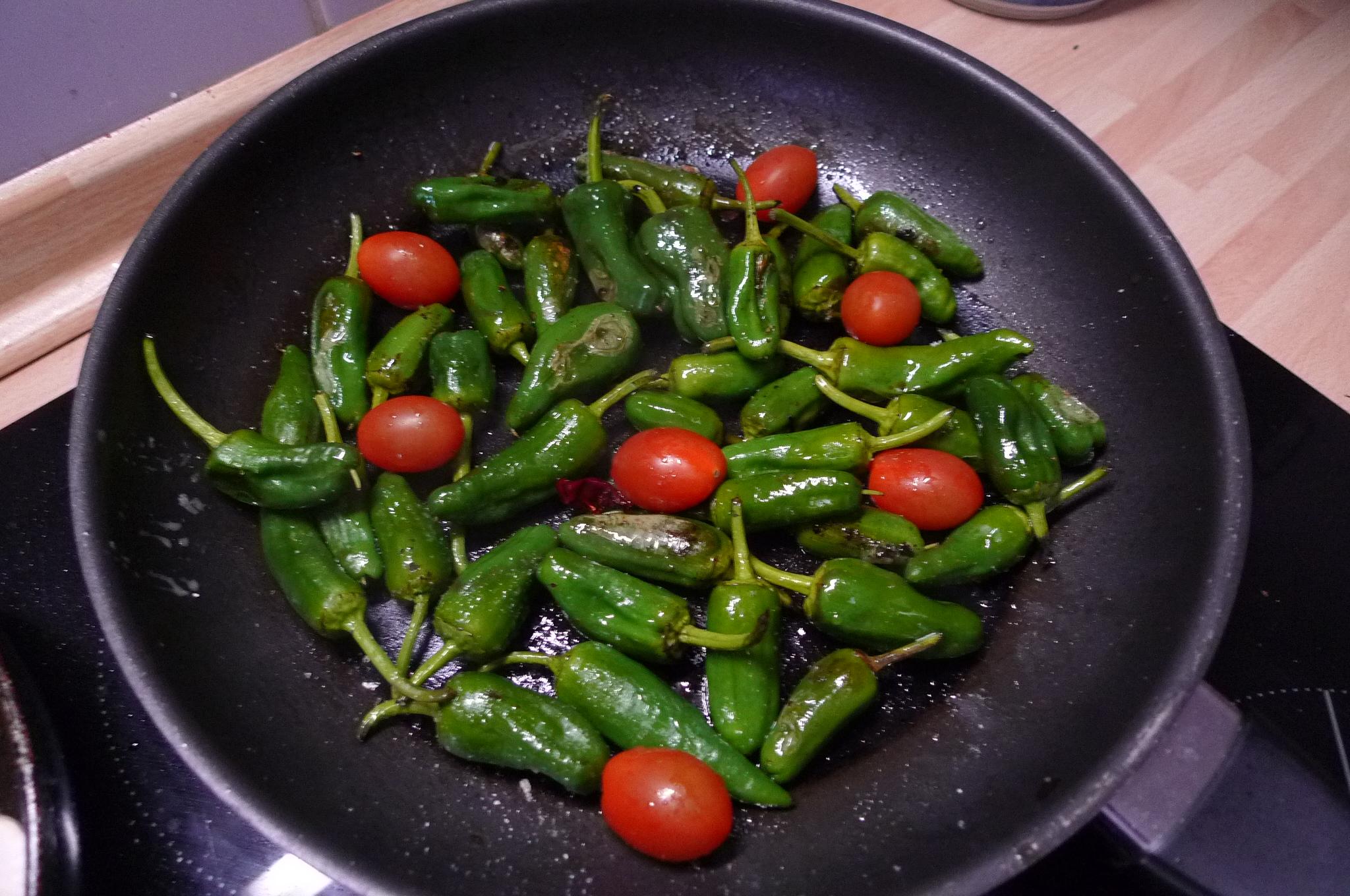 Grüne Nudeln,Ruccolapesto,Pilze,Bratpaprika,Salat-8.3.15   (5)