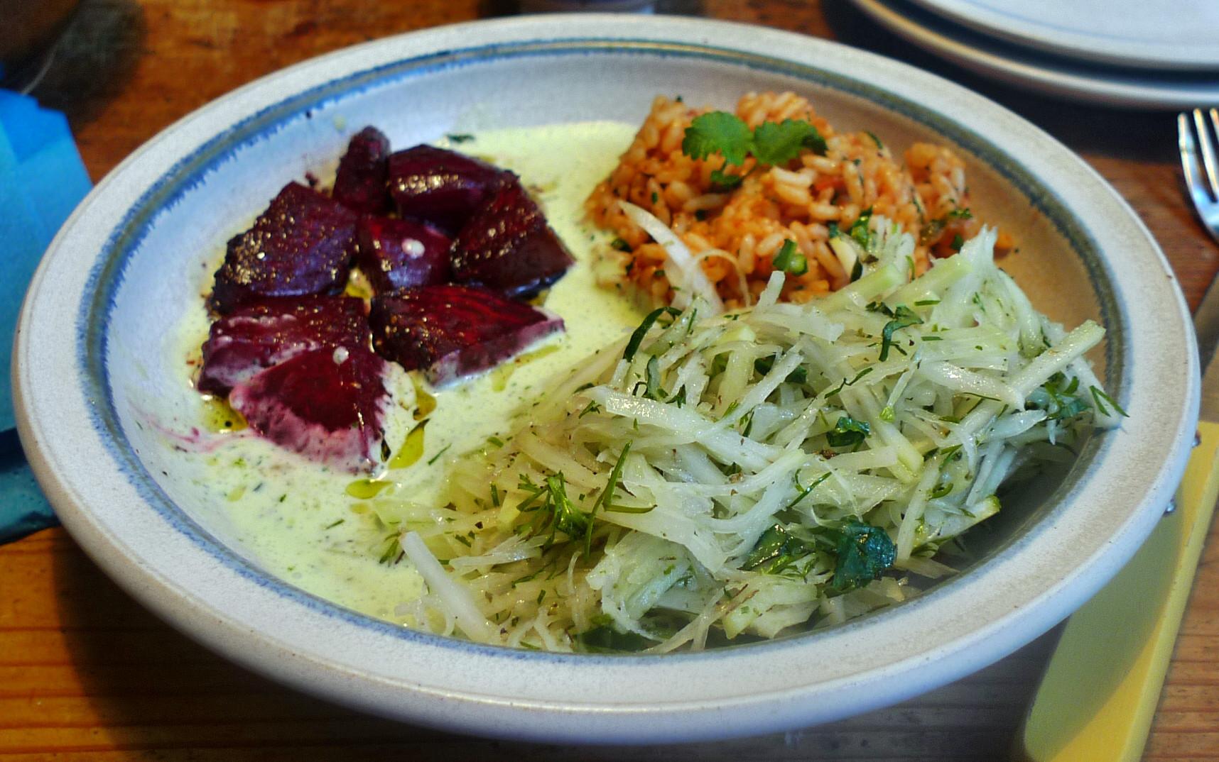 Rote betegemüse,gebratener Reis,Joghurtdip,Kohlrabisalat - 27.3.15   (14)