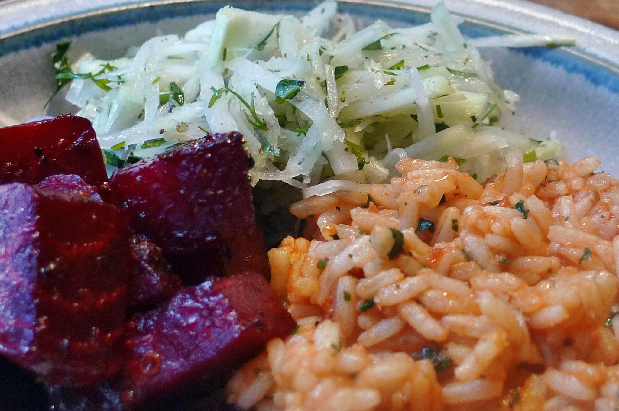 Rote betegemüse,gebratener Reis,Joghurtdip,Kohlrabisalat - 27.3.15   (18)
