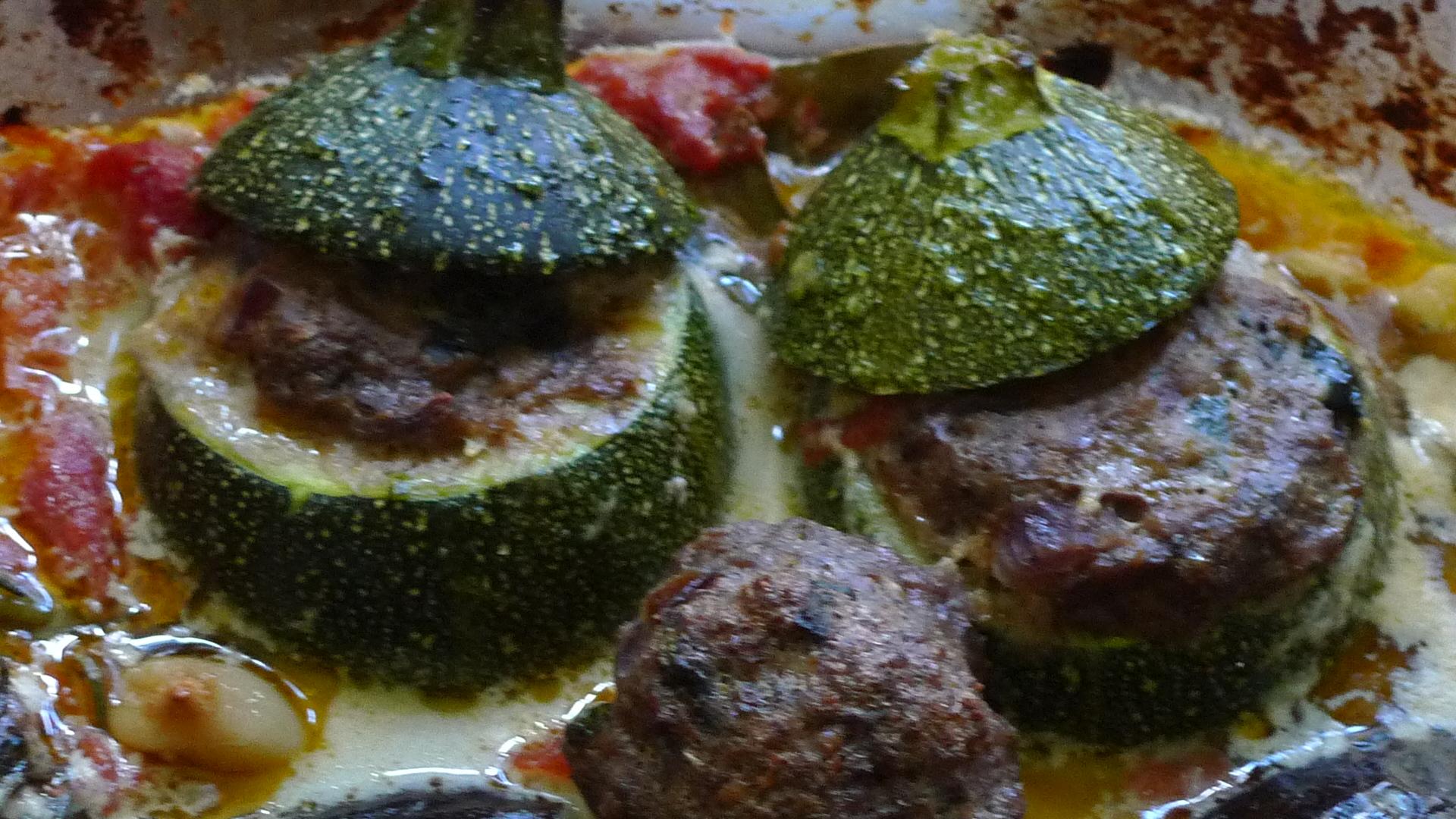 gefüllte Zucchini,Kartoffel,Rhabarberkompott - 30.4.15   (12)