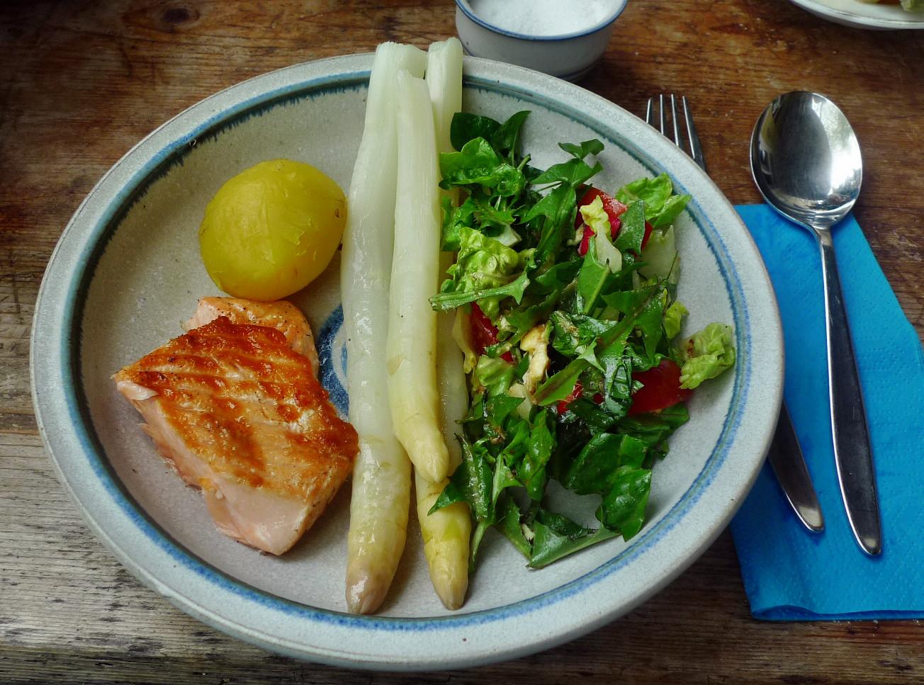 Lachs,Spargel,Salat,Kartoffeln - 25.4.15   (11)