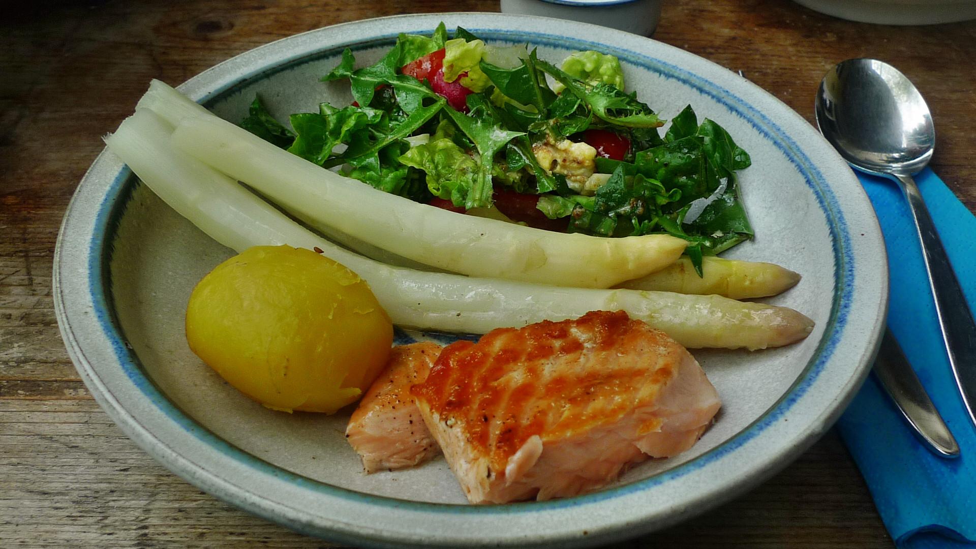 Lachs,Spargel,Salat,Kartoffeln - 25.4.15   (14)