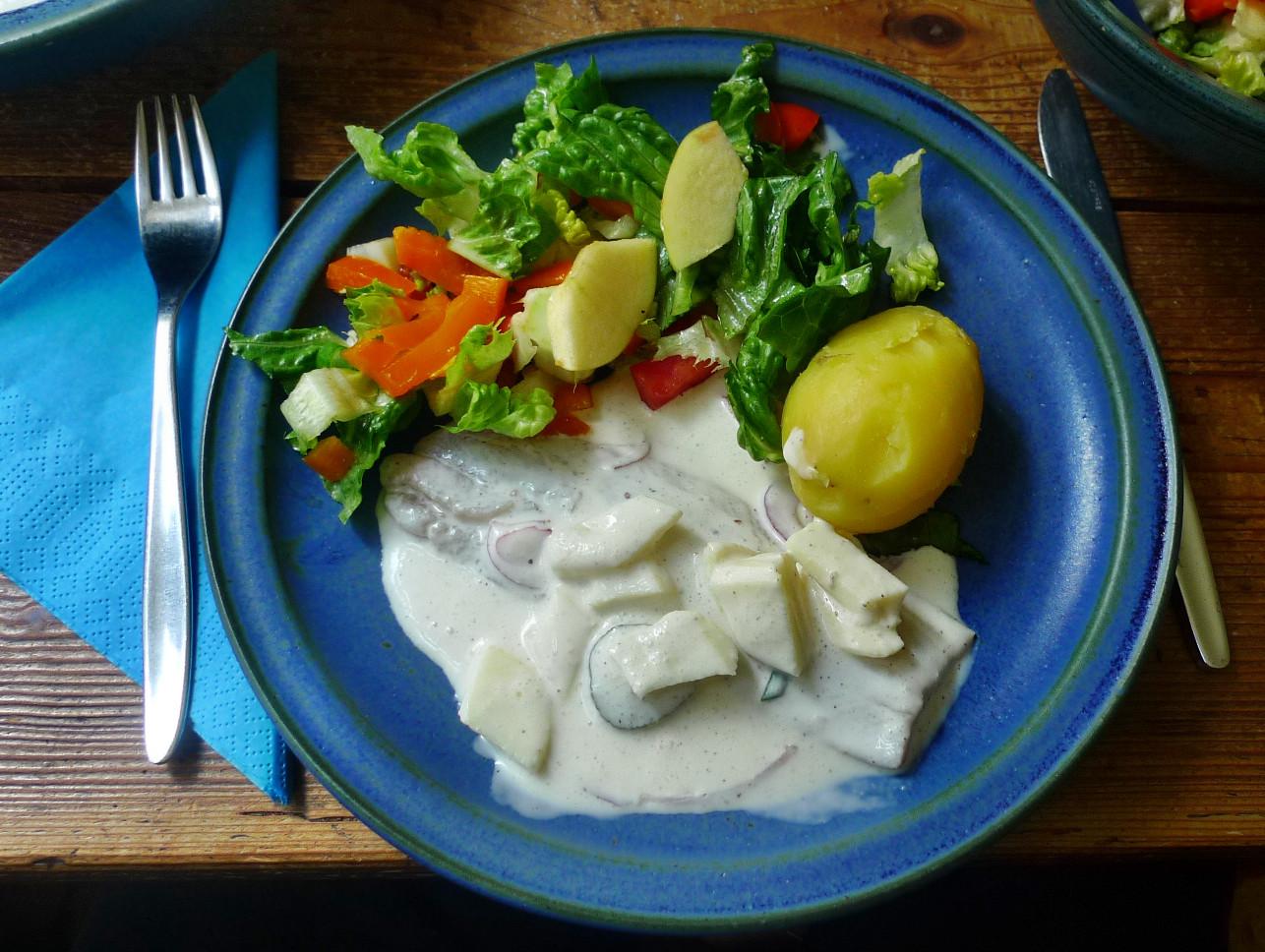 Marinierter Hering,Kartoffeln,Salat, - 14.4.15   (10)