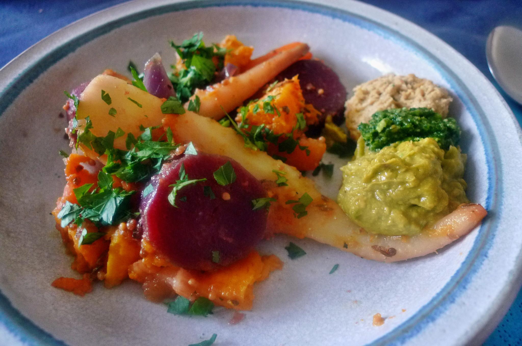 Ofengebackenes Würzelgemüse,Hummus,Guacamole -5.4.15   (14)