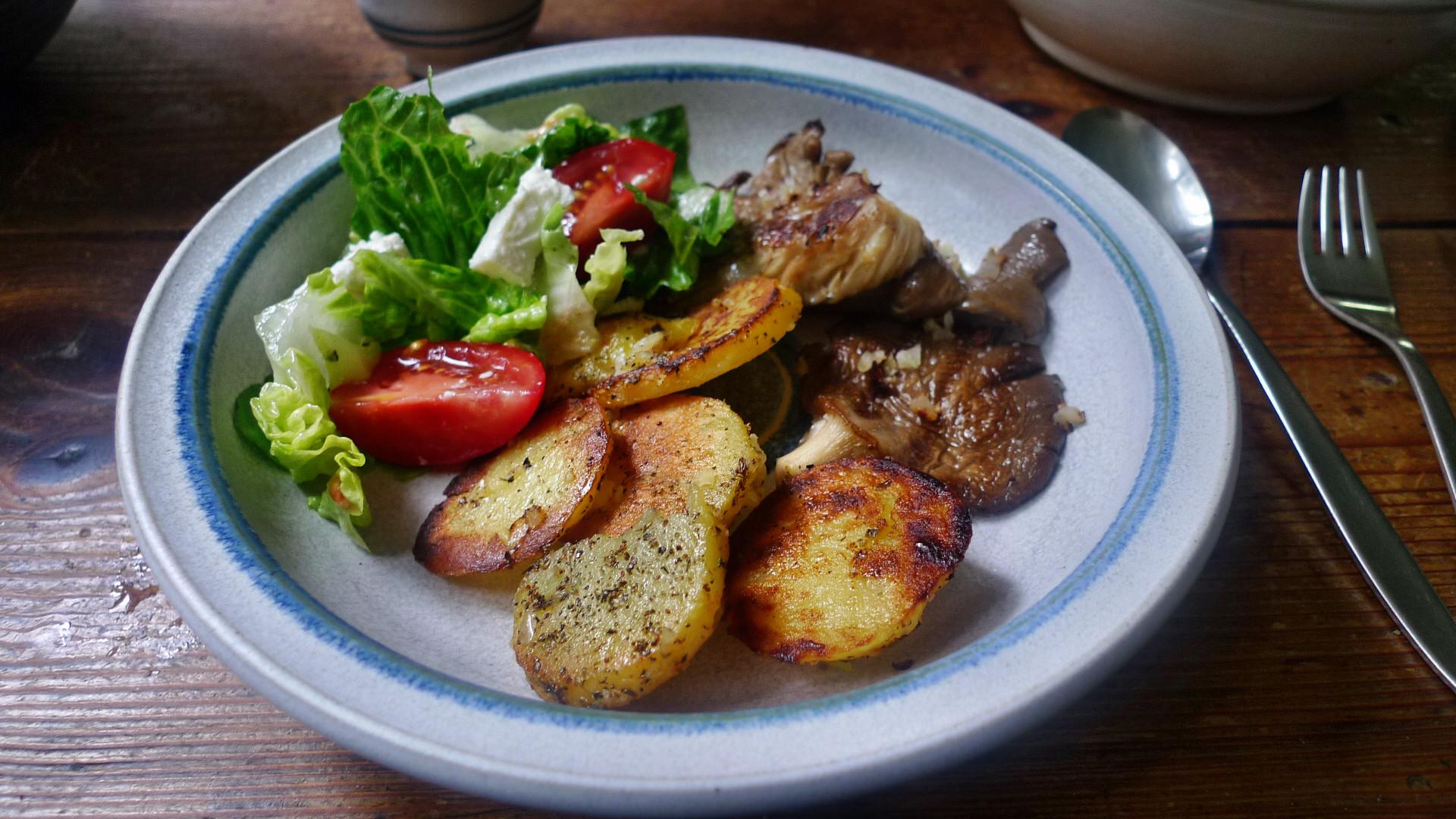 Shitakepilze, Bratkartoffel,Salat -28.4 (9)