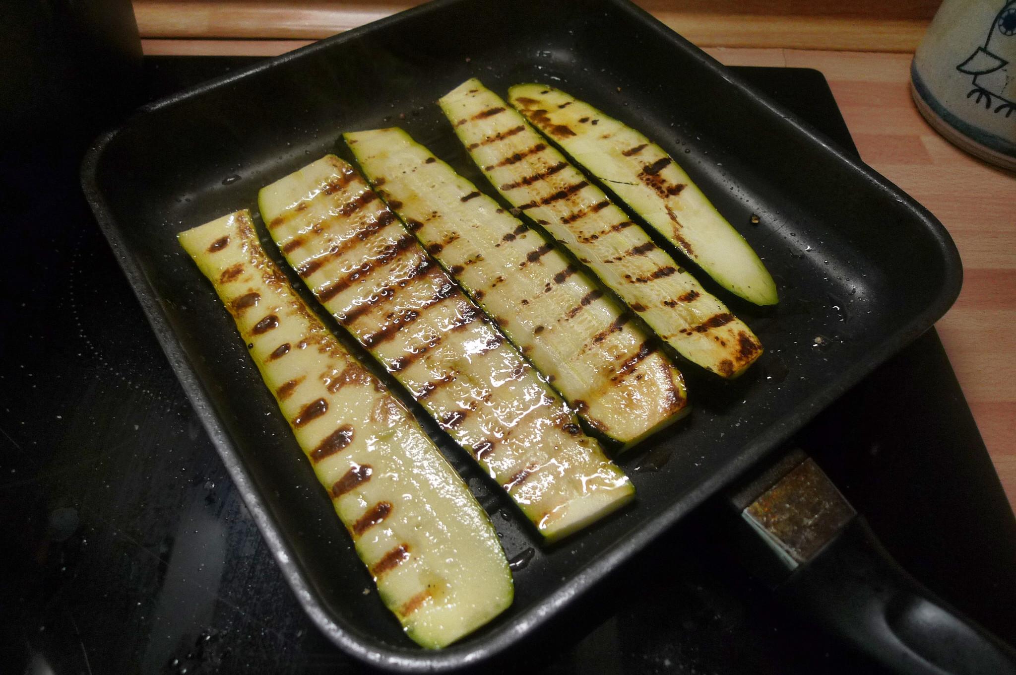 Bratkartoffel,Salat,Spiegelei,Dip,Zucchini - 13.5.15   (10)