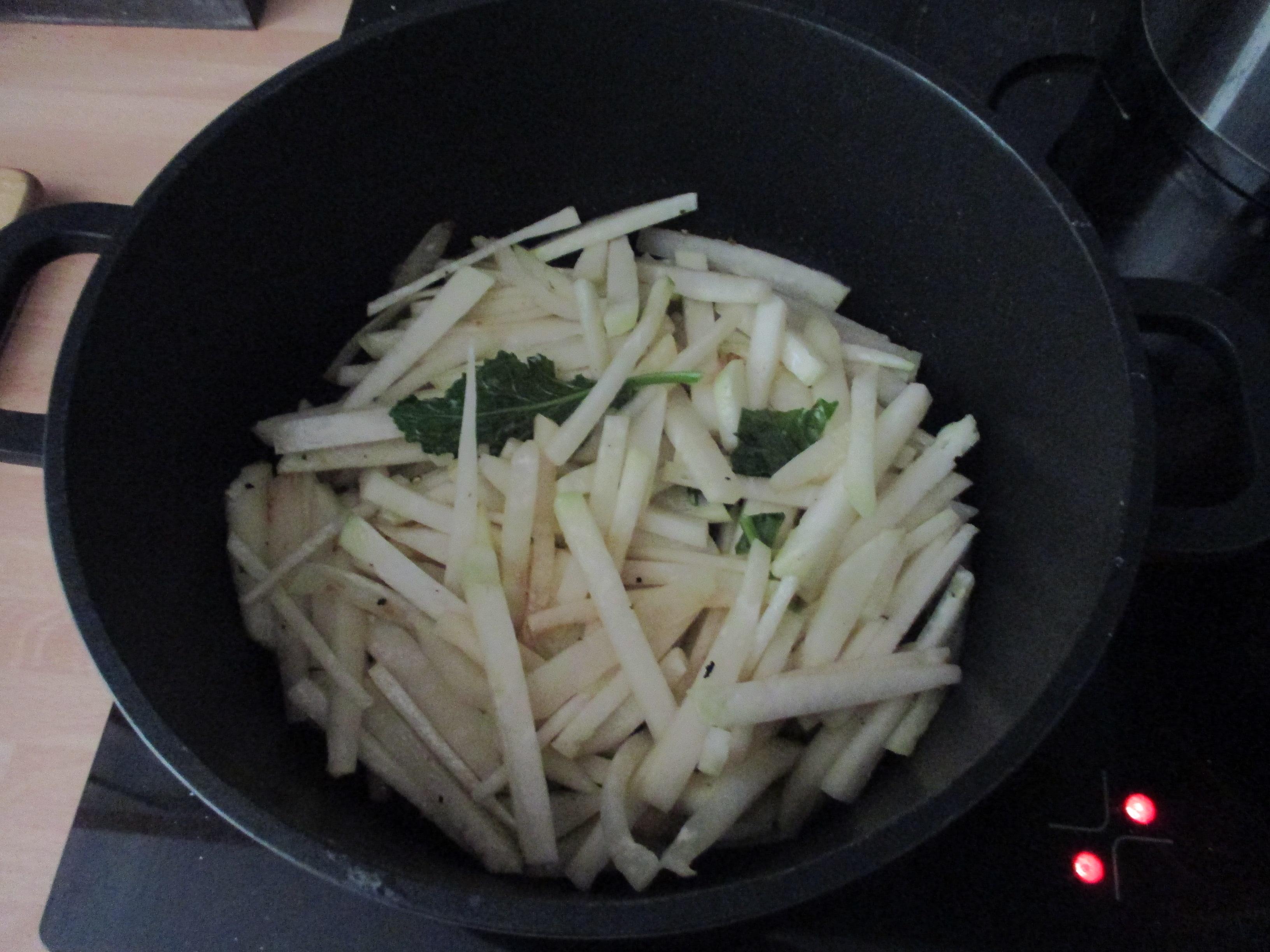 Kabeljau,Kohlrabigemüse,Salzkartoffeln,Salat -9.6.15   (4)