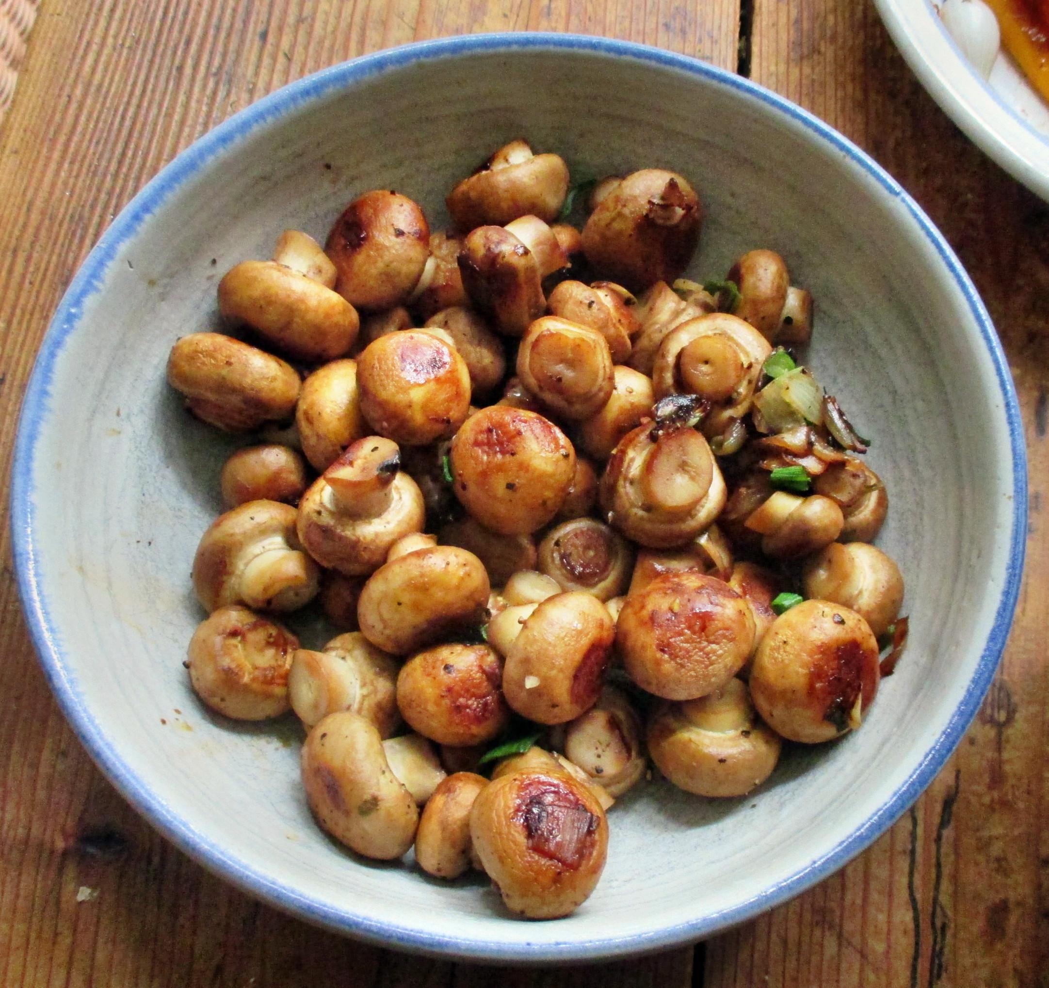 selbstgemachte Nudeln,Champignon,Bratpaprika,Salat -21.6.15   (11)