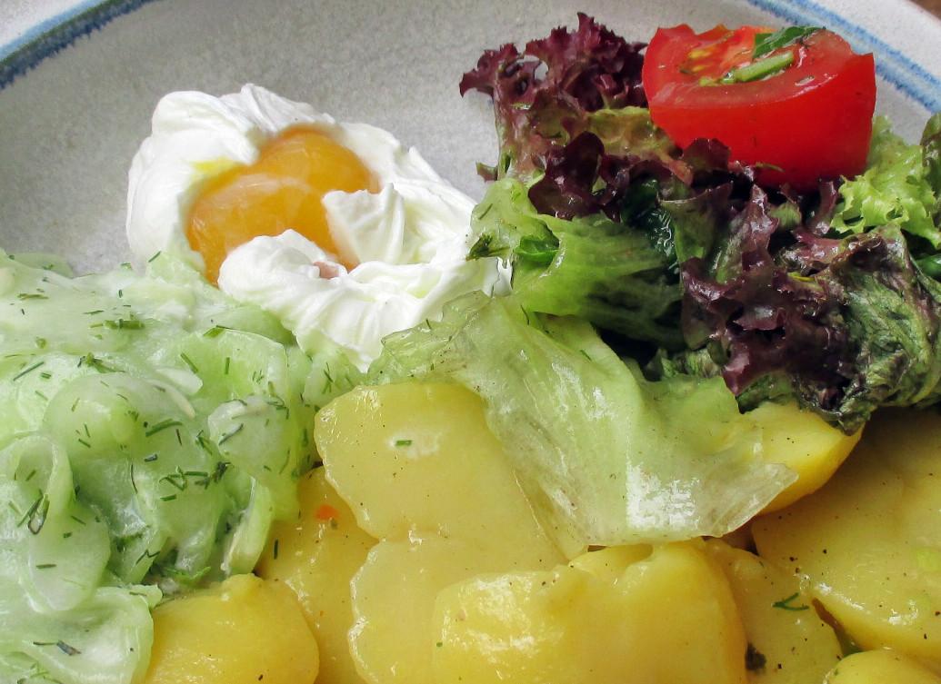 Kartoffelsalat,pochiertes Ei,Salate - 12.7.15   (10)