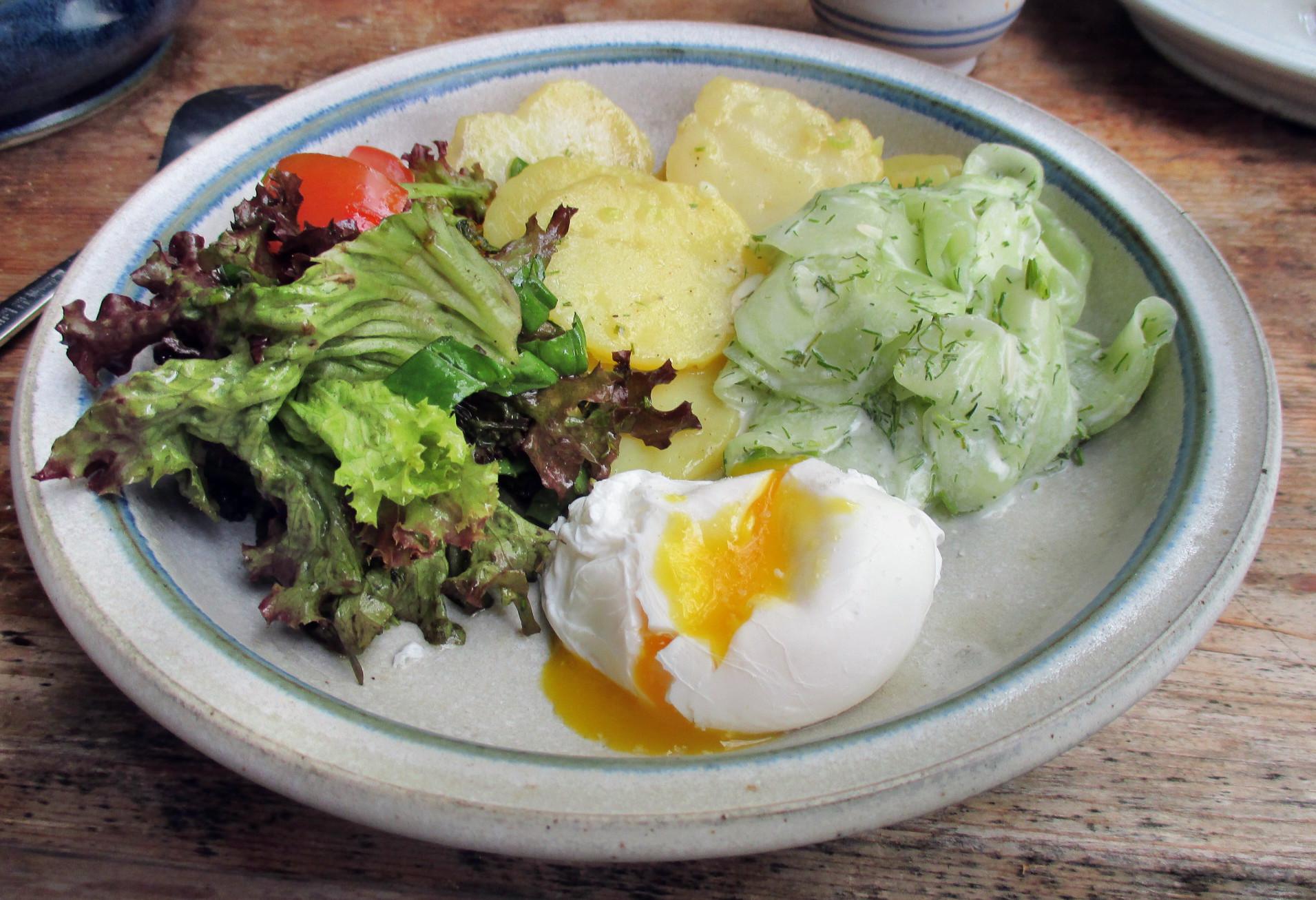 Kartoffelsalat,pochiertes Ei,Salate - 12.7.15   (7)