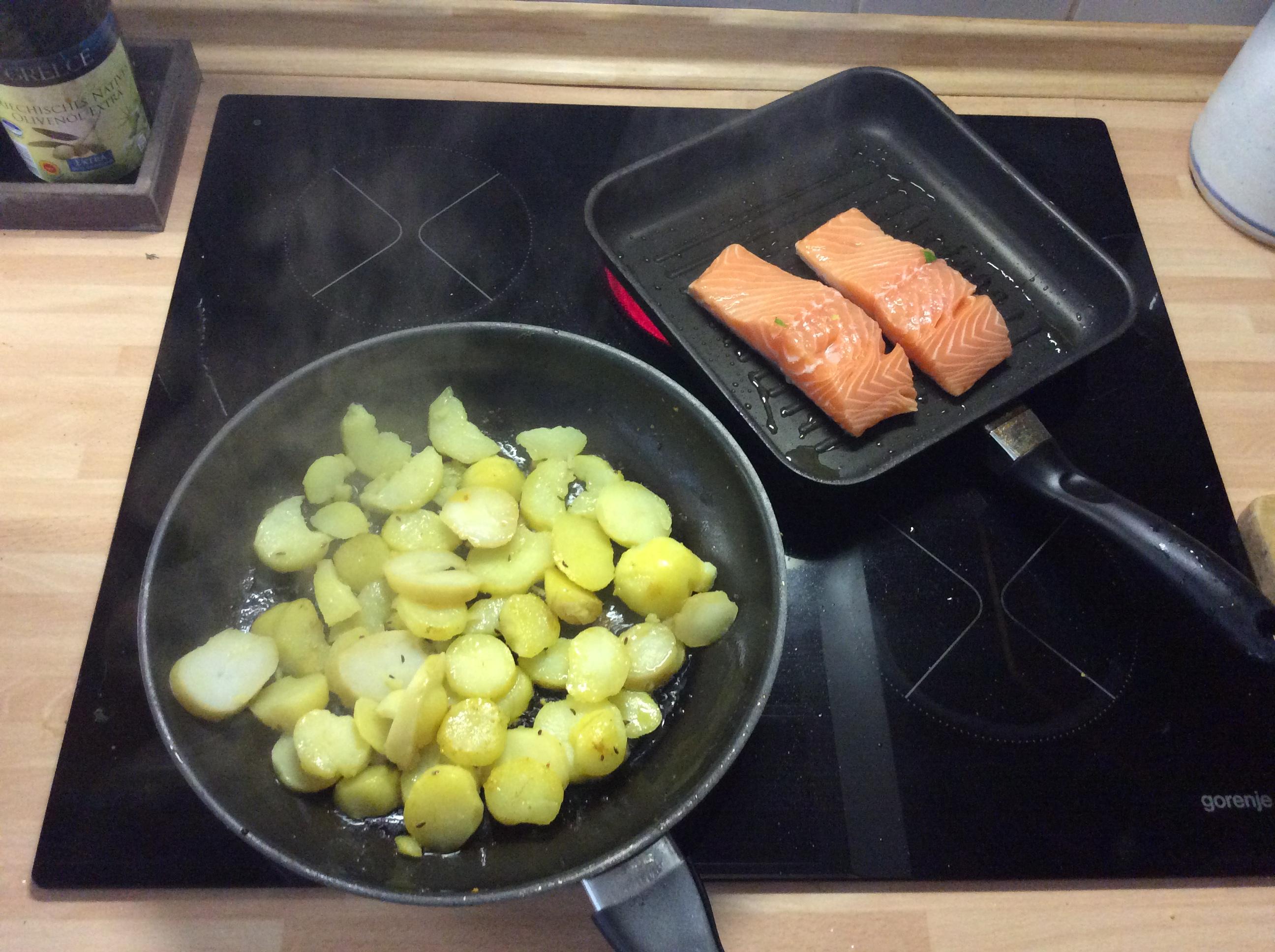 Lachs,Bratkartoffel,Salat. - 28.8.15   (4)